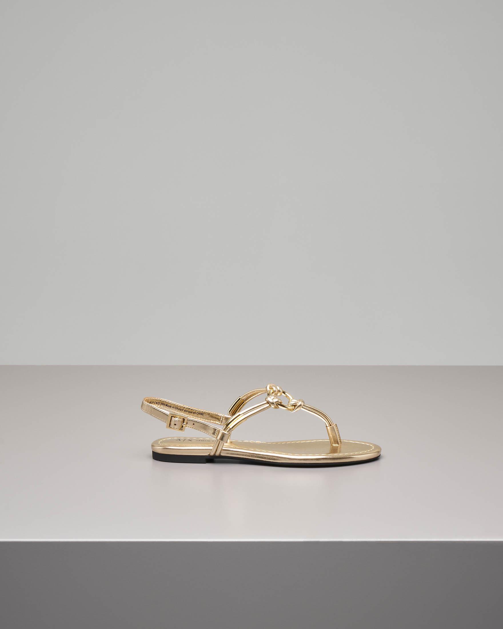 Sandalo infradito color oro effetto laminato