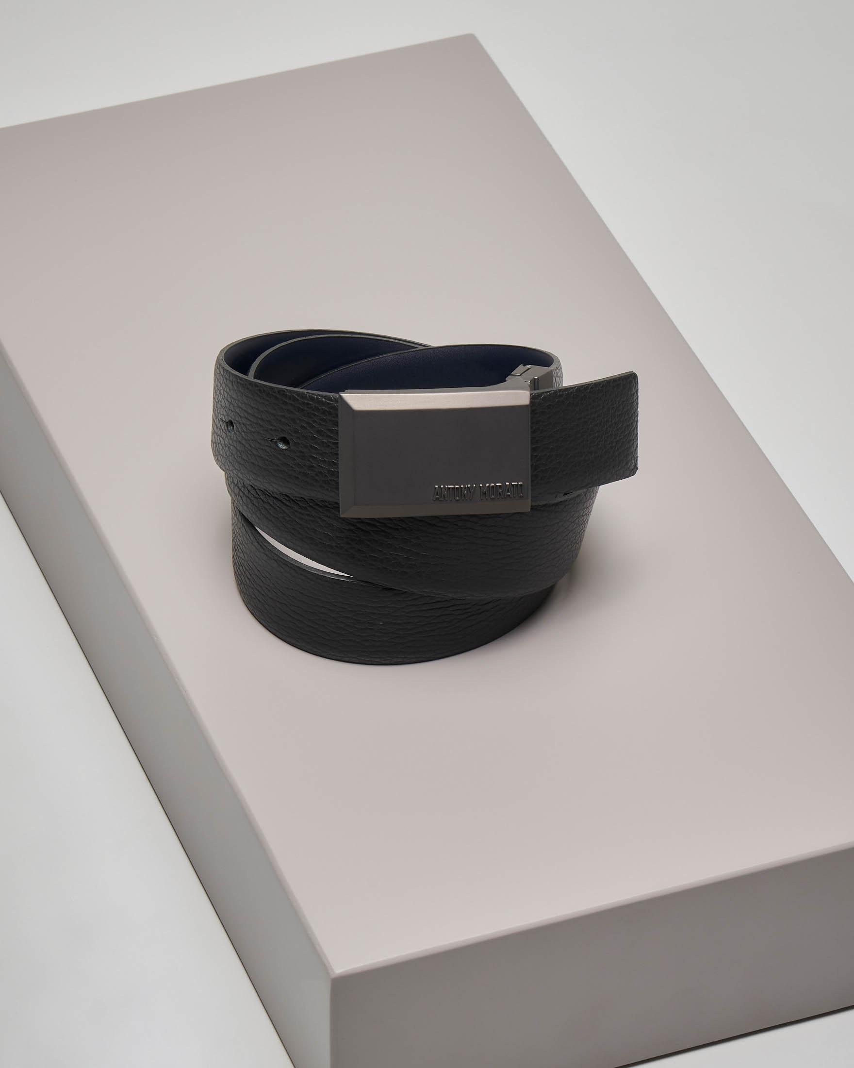 Cintura nera in pelle martellata reversibile in blu liscia