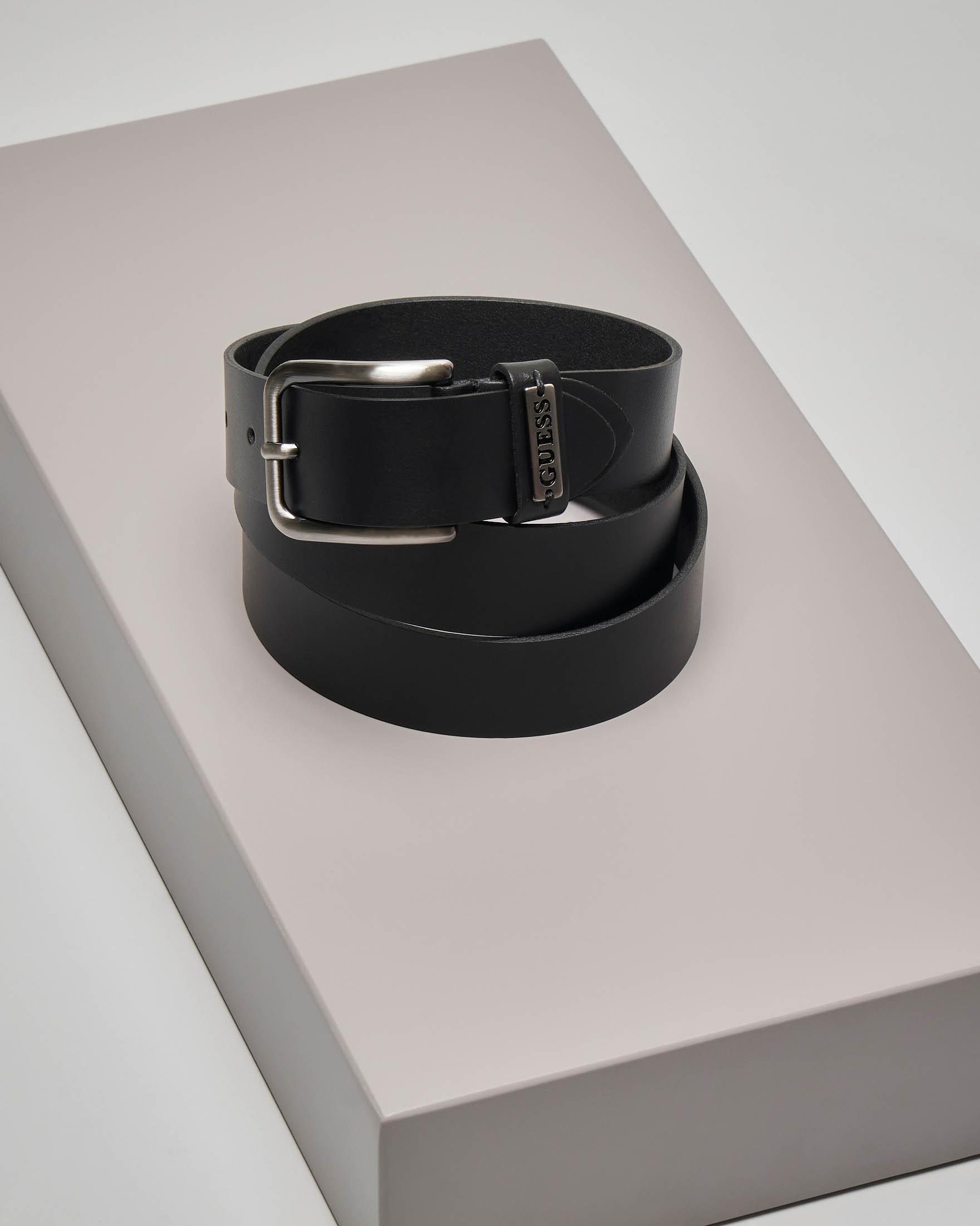 Cintura nera in pelle con passante logato