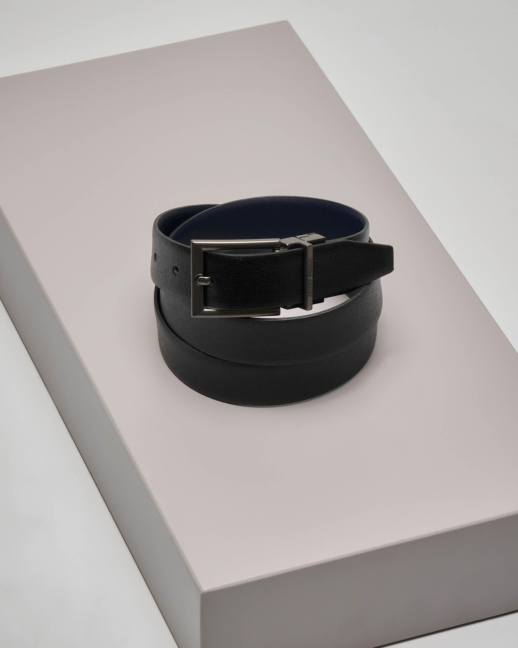 Cintura nera in pelle saffiano reversibile in blu liscia