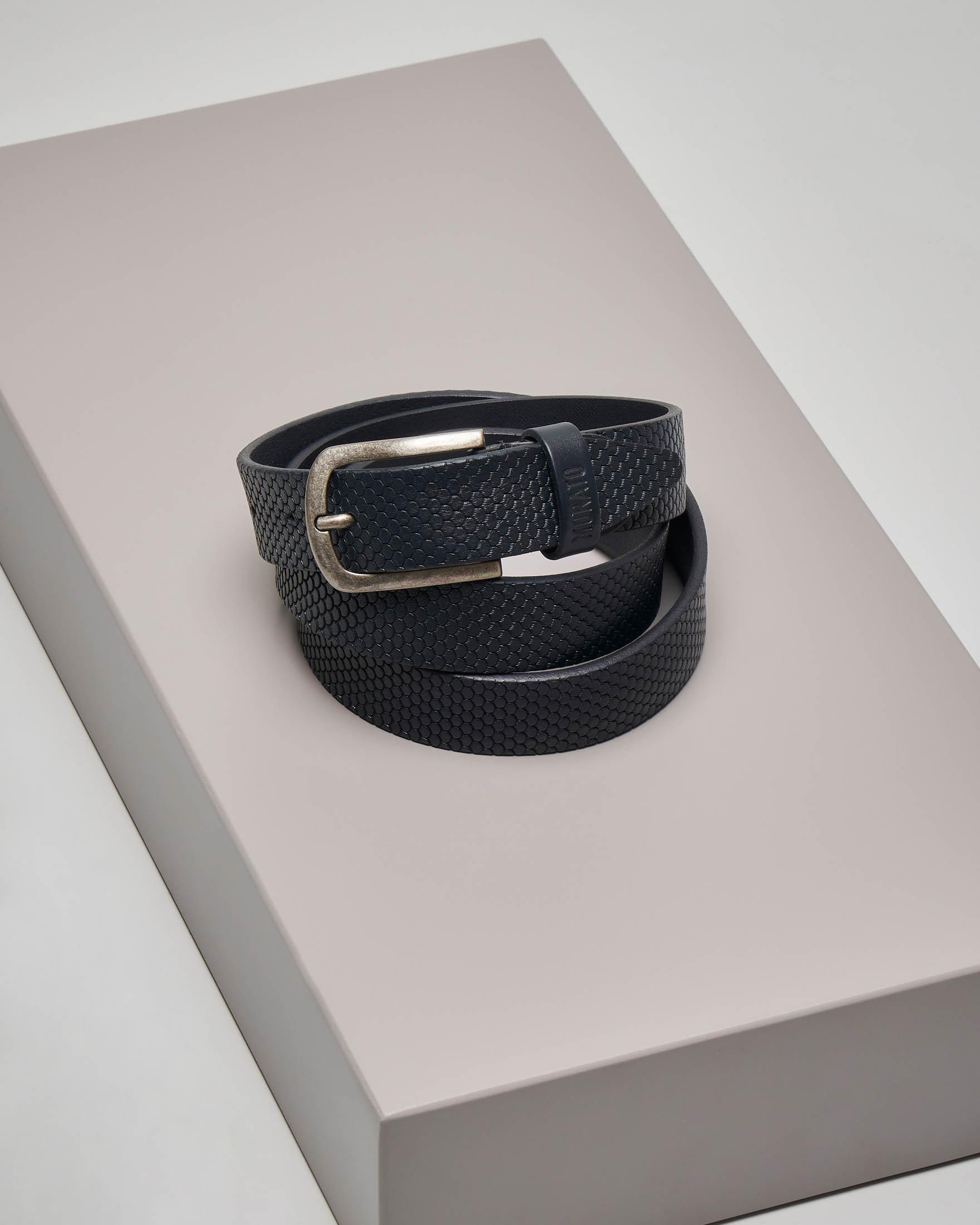 Cintura blu in pelle lavorata