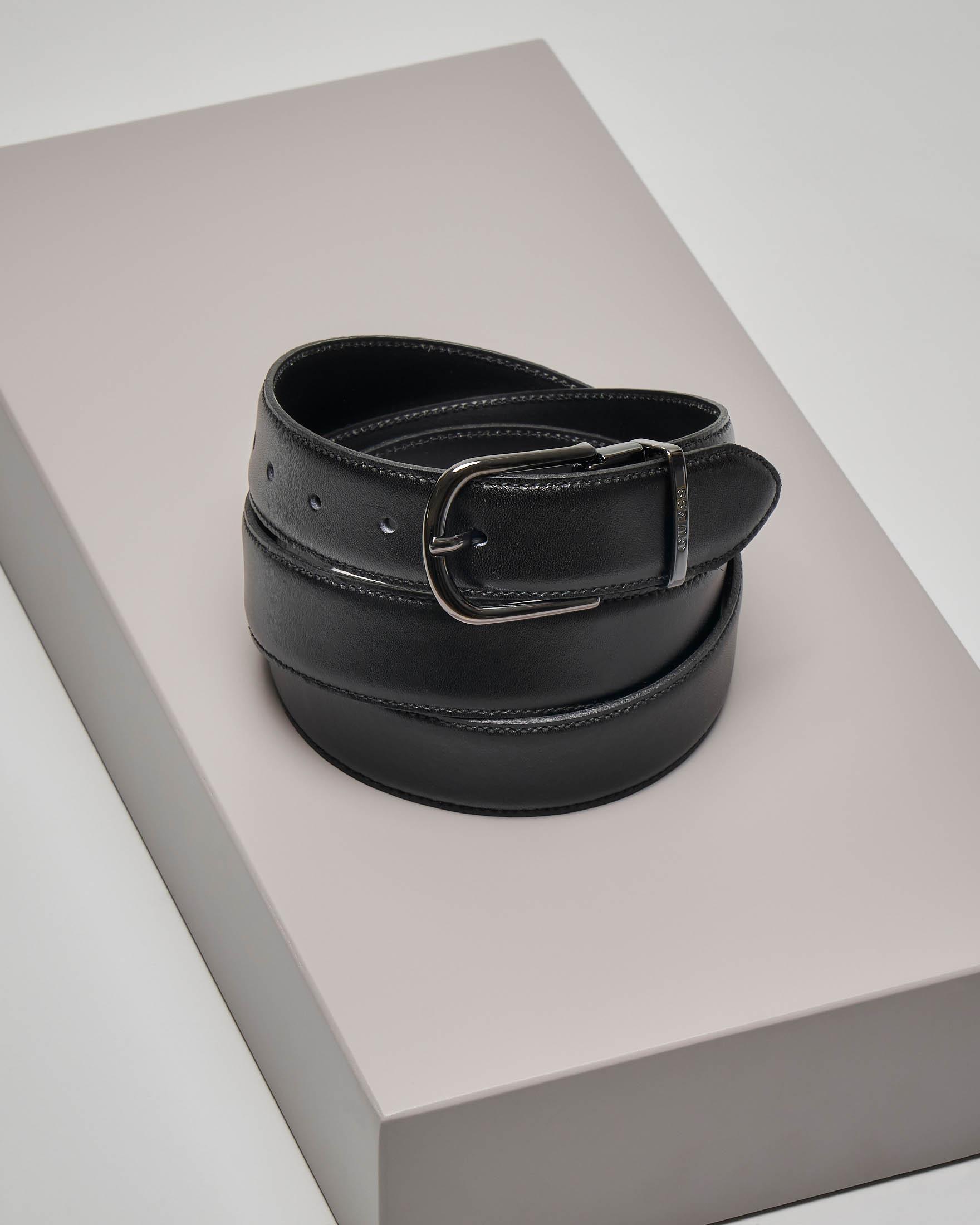 Cintura nera in pelle con fibbia stondata