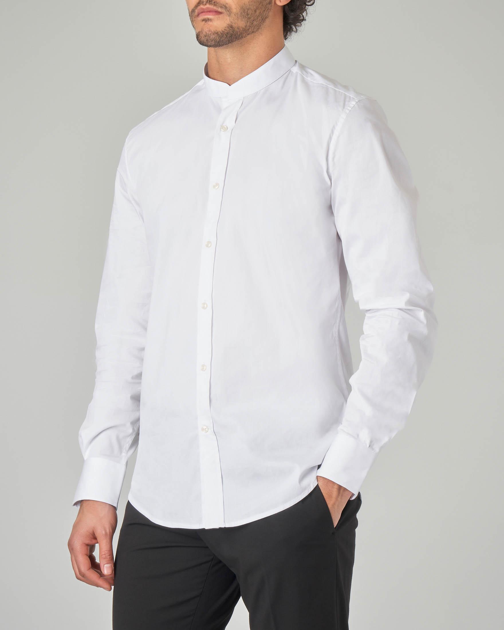 Camicia bianca con collo alla coreana