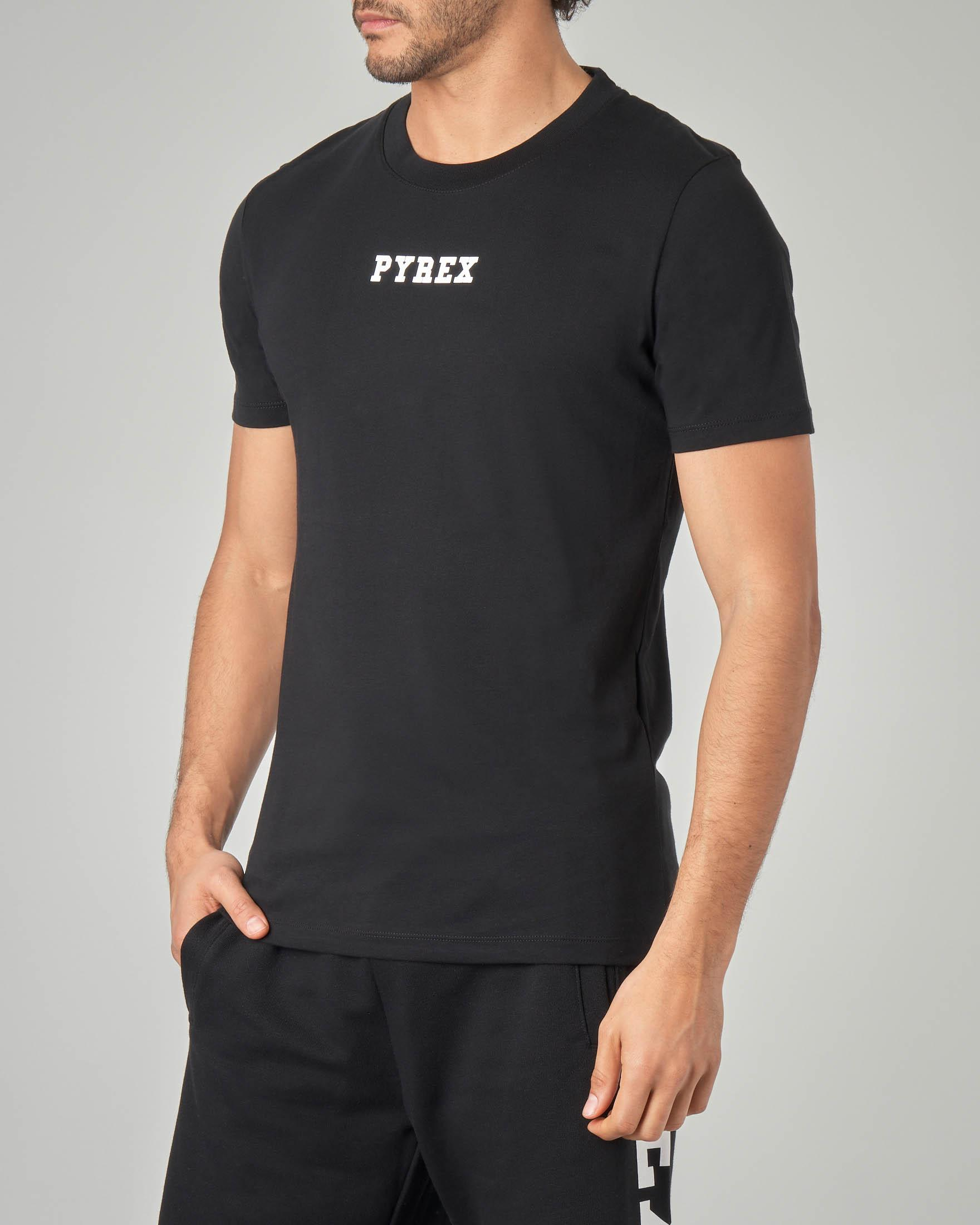 T-shirt nera con fascia logata sul retro