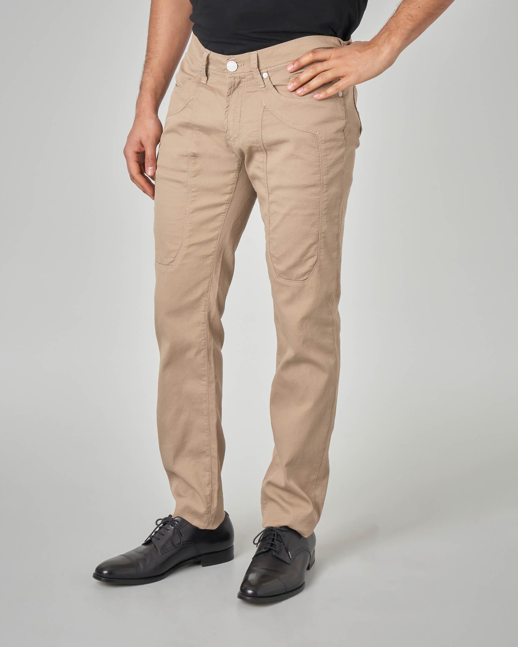 Pantalone sabbia cinque tasche con toppa