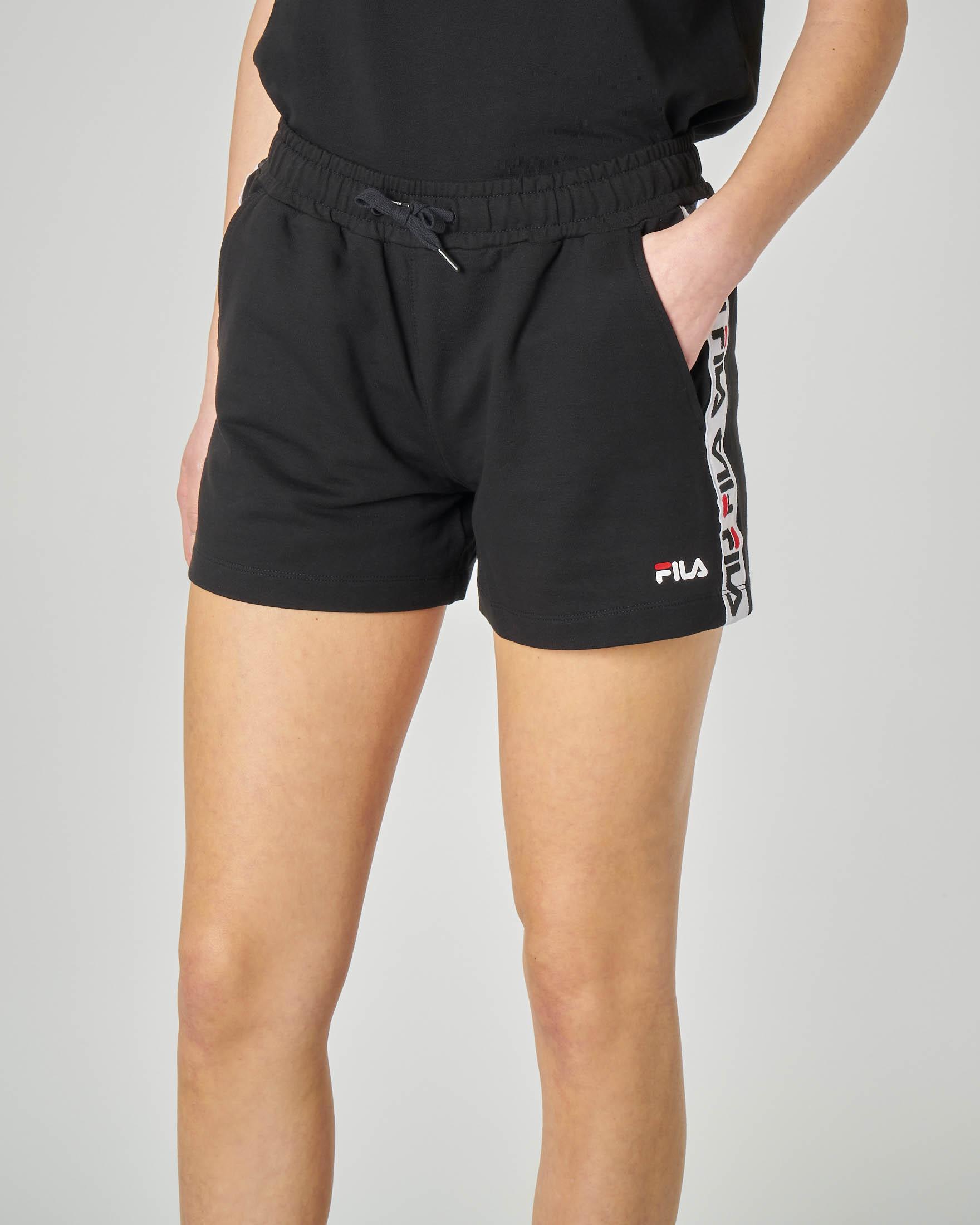 Shorts in felpa neri con banda logo laterale