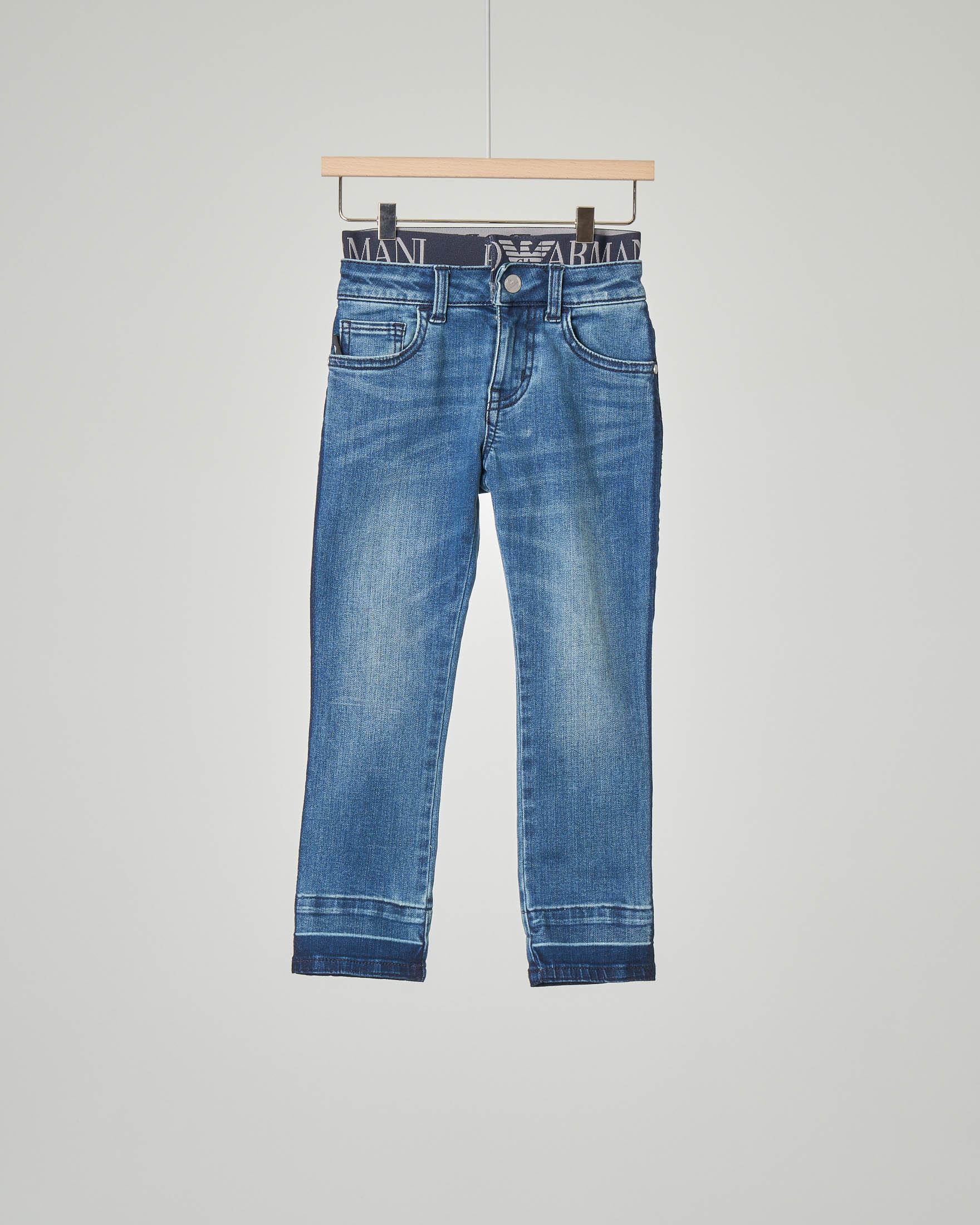 Jeans con elastico logato in vita