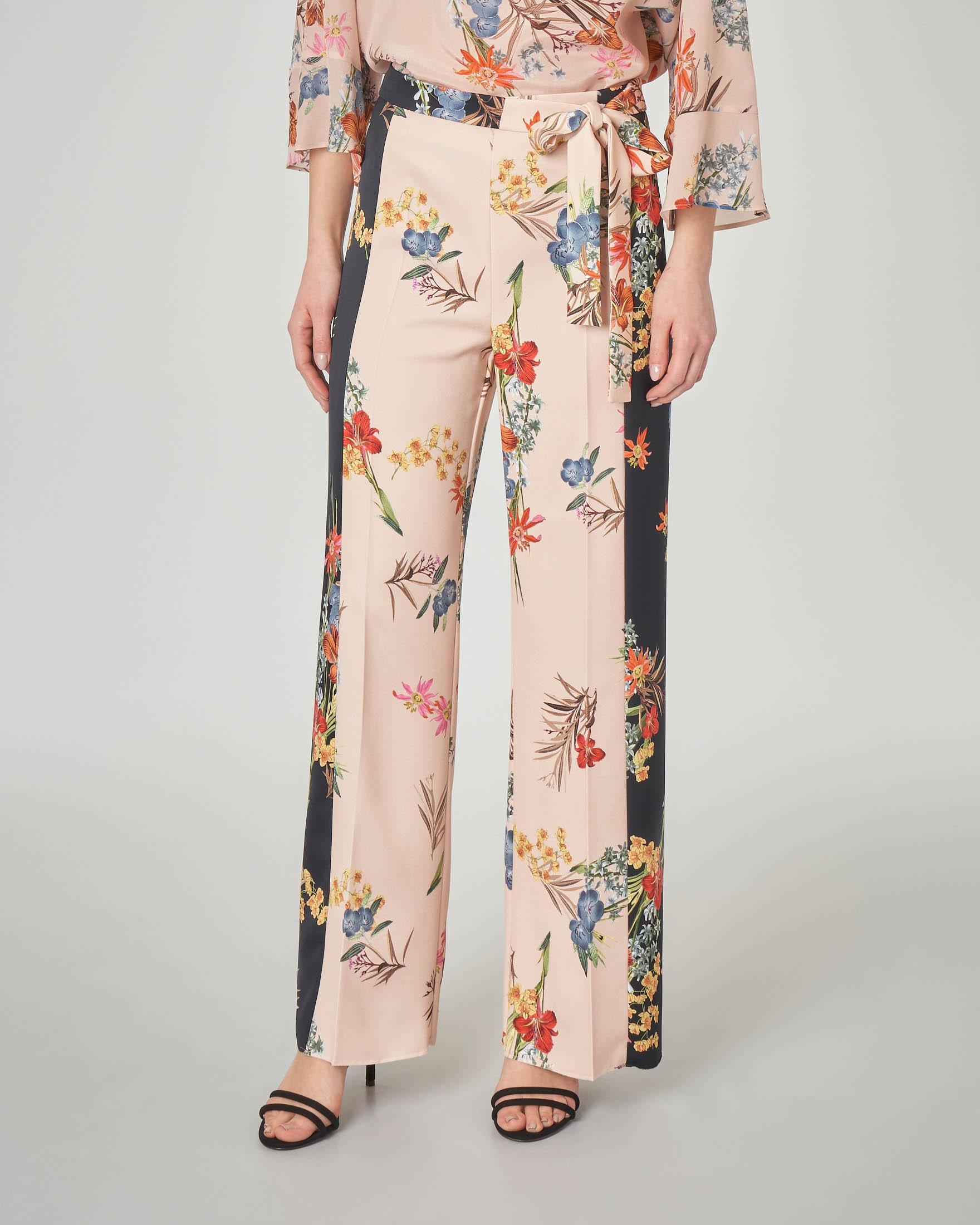 Pantalone palazzo color cipria a fantasia floreale con cintura in vita