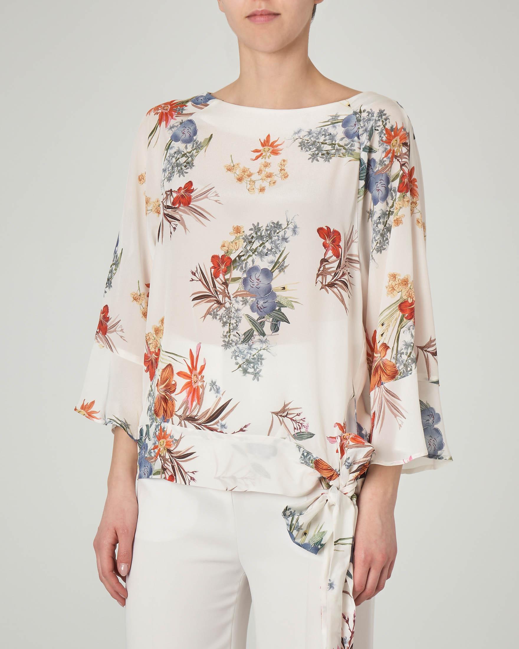 Blusa in seta bianca a fantasia floreale con fiocco laterale