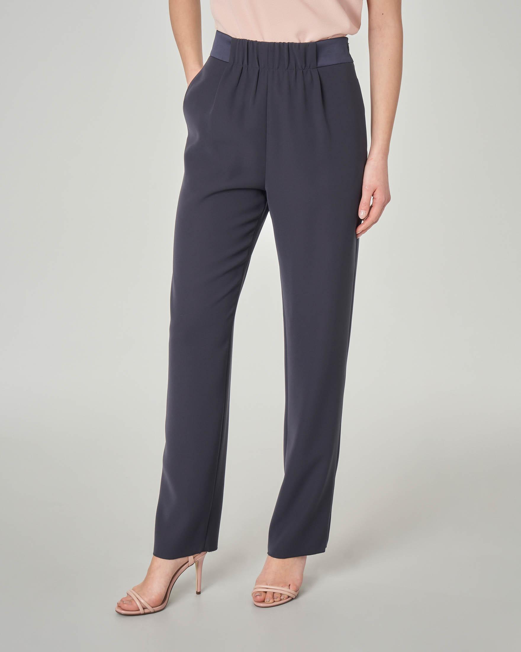 Pantalone blu dritto con fascia in raso in vita