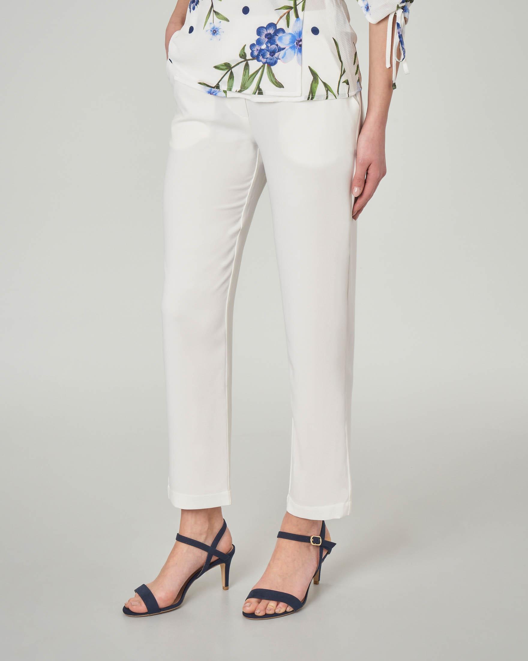 Pantaloni bianchi alla caviglia leggermente elasticizzati