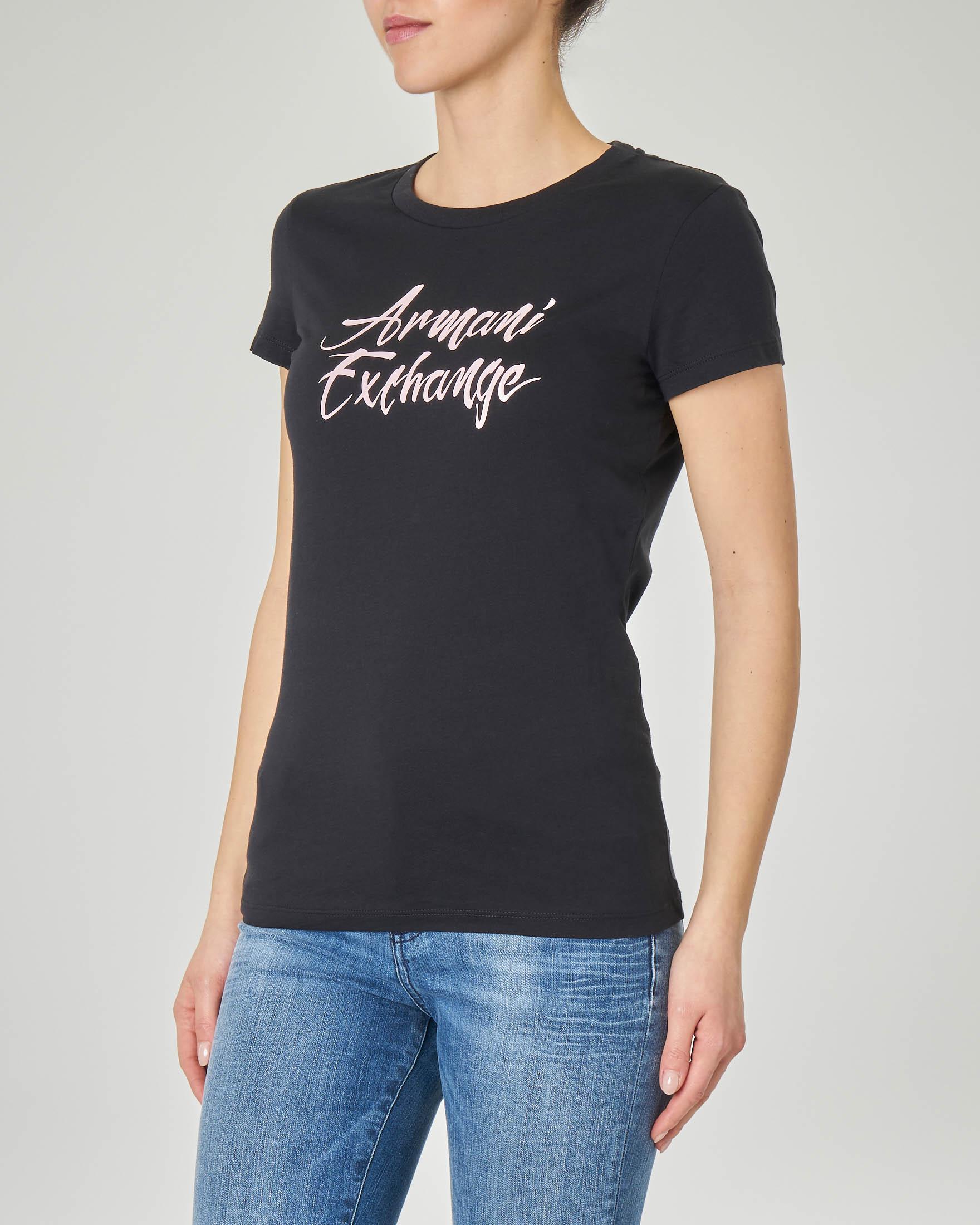 T-shirt nera in cotone con scritta logo in rosa effetto semi-lucido