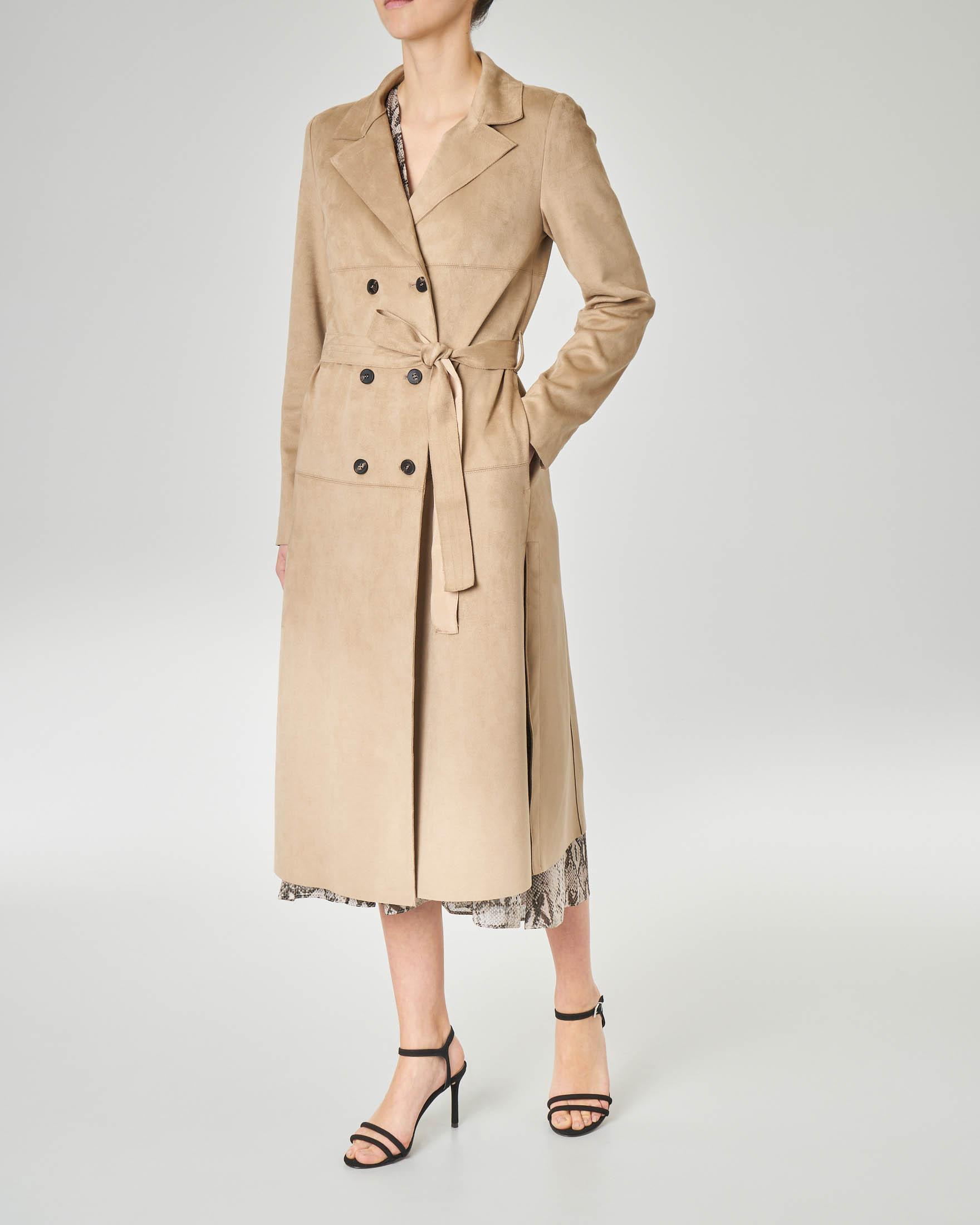 Cappotto doppiopetto in tessuto beige effetto scamociato con cintura in vita