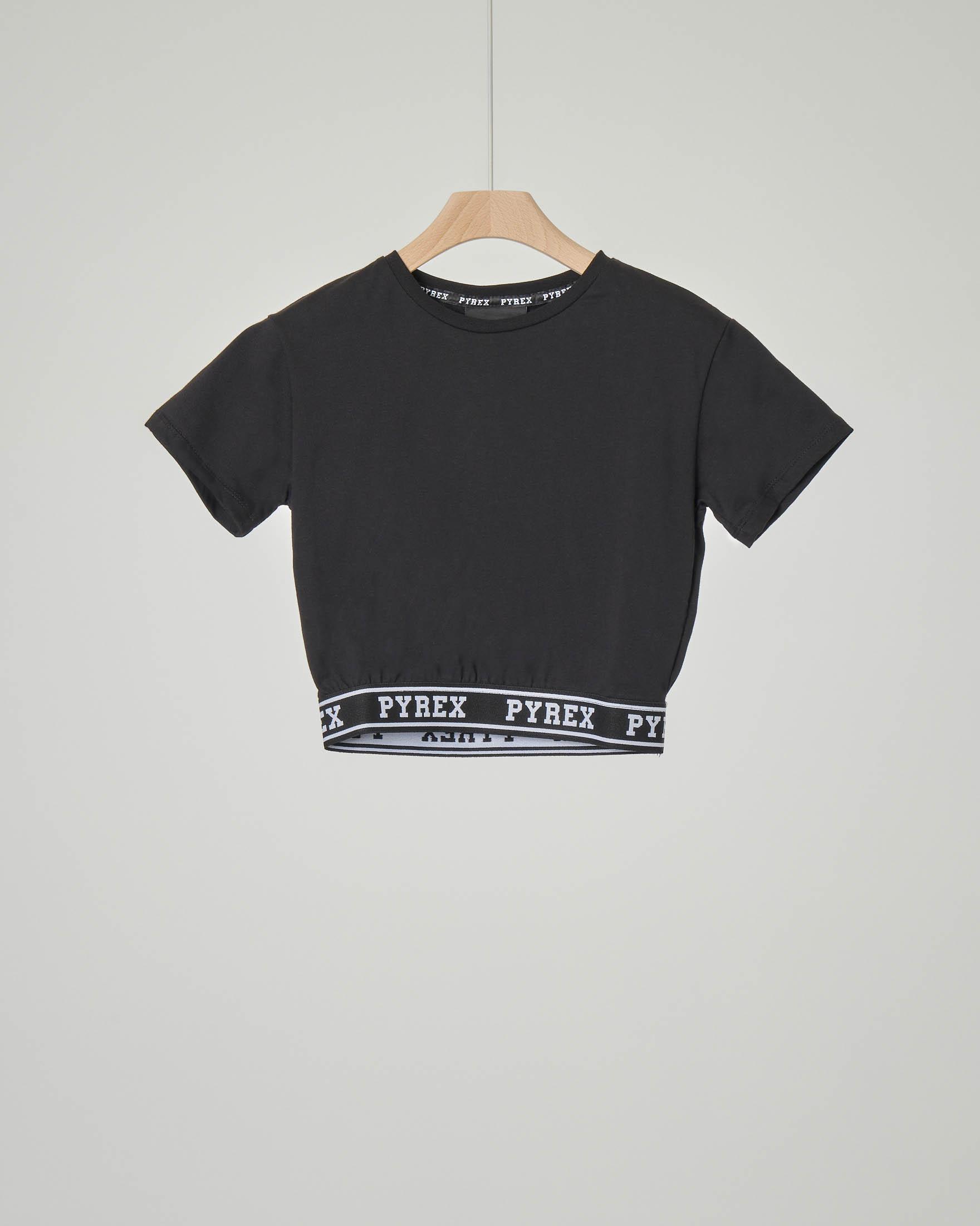 T-shirt corta nera con elastico