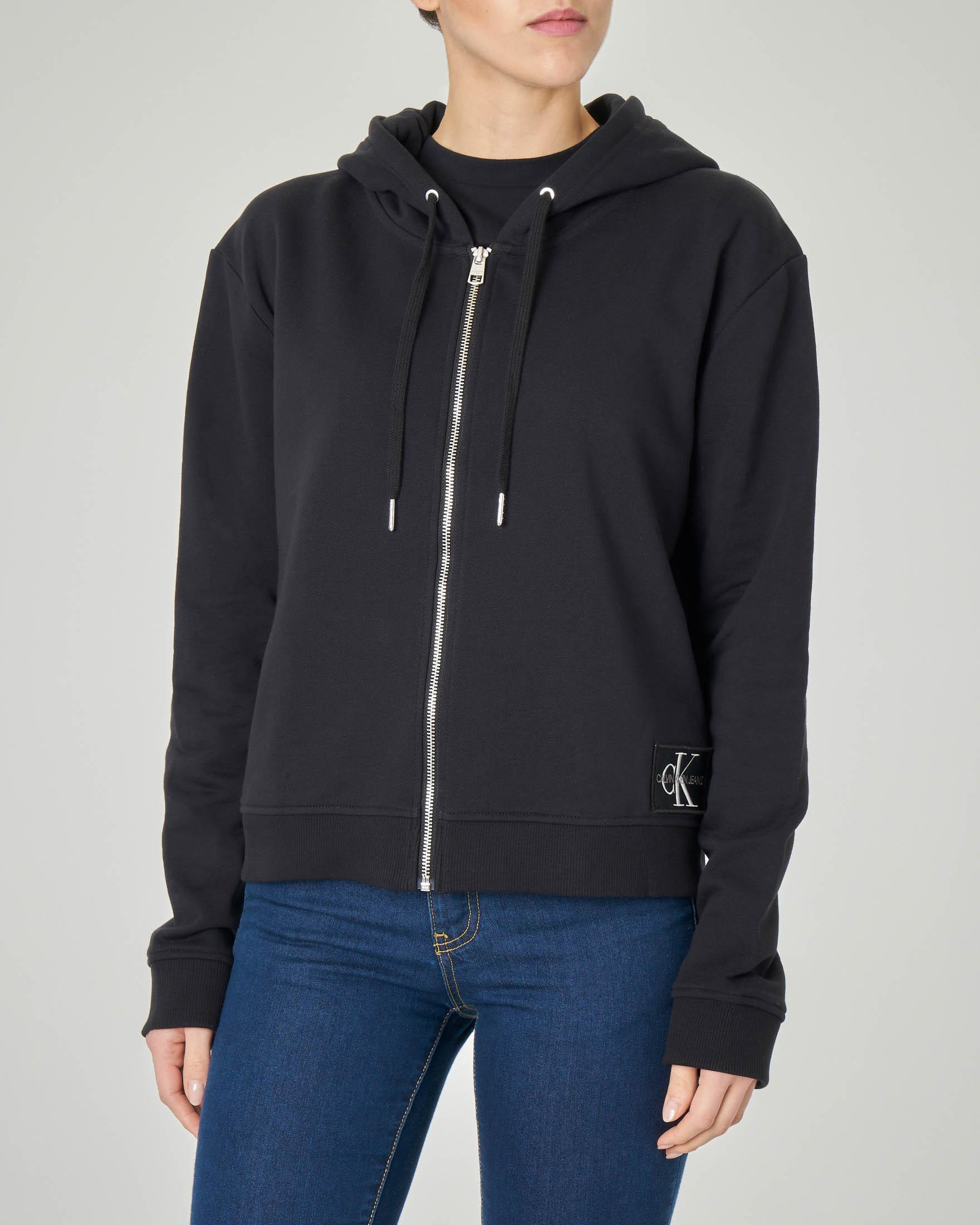 Felpa nera in jersey di cotone con cappuccio e patch logo