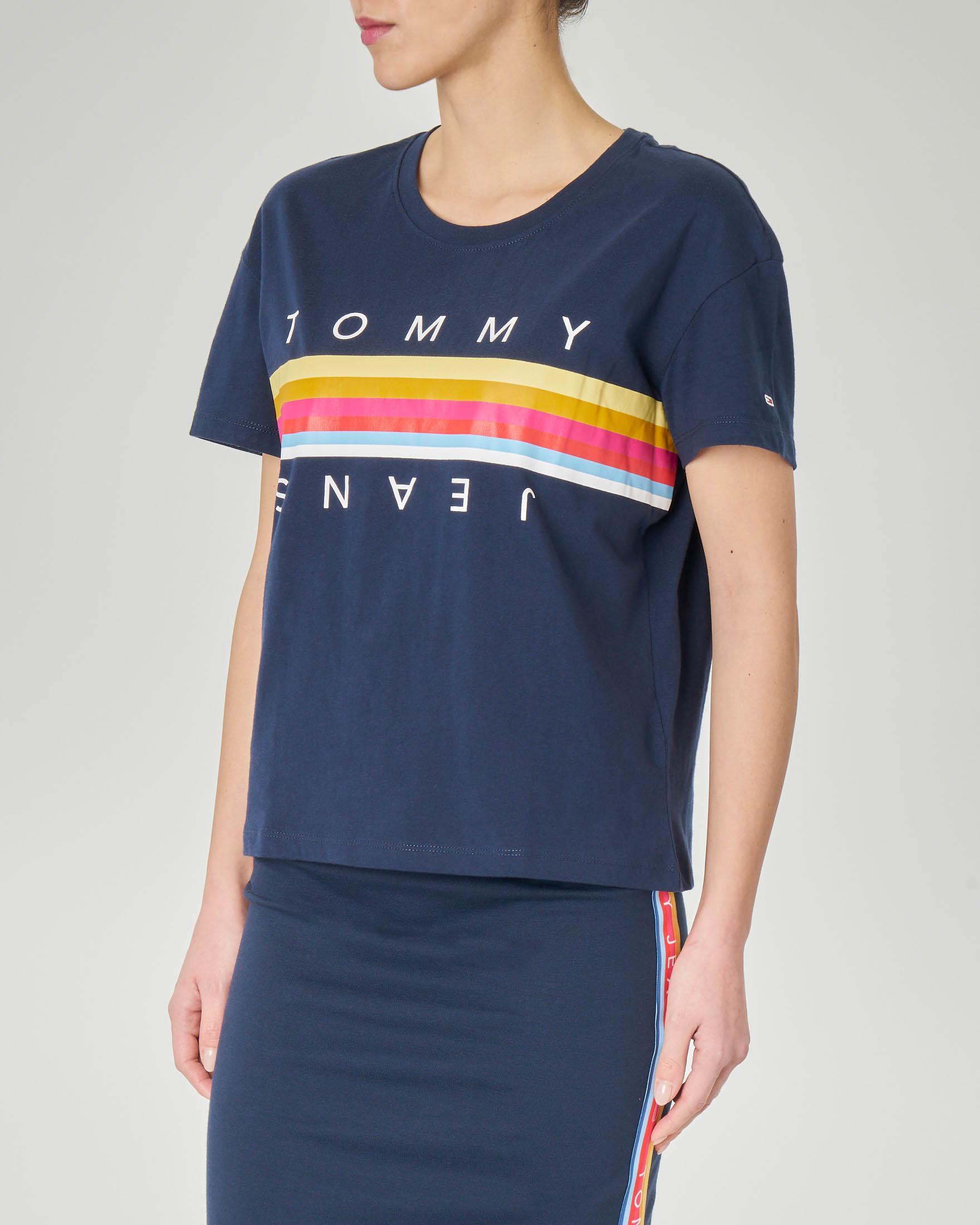 T-shirt blu in cotone con maniche corte  banda multicolor