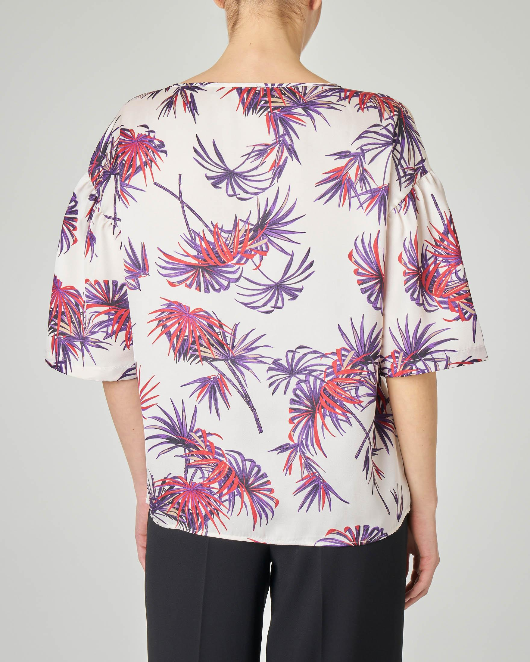 Blusa bianca con stampa foliage viola con balza sulle maniche
