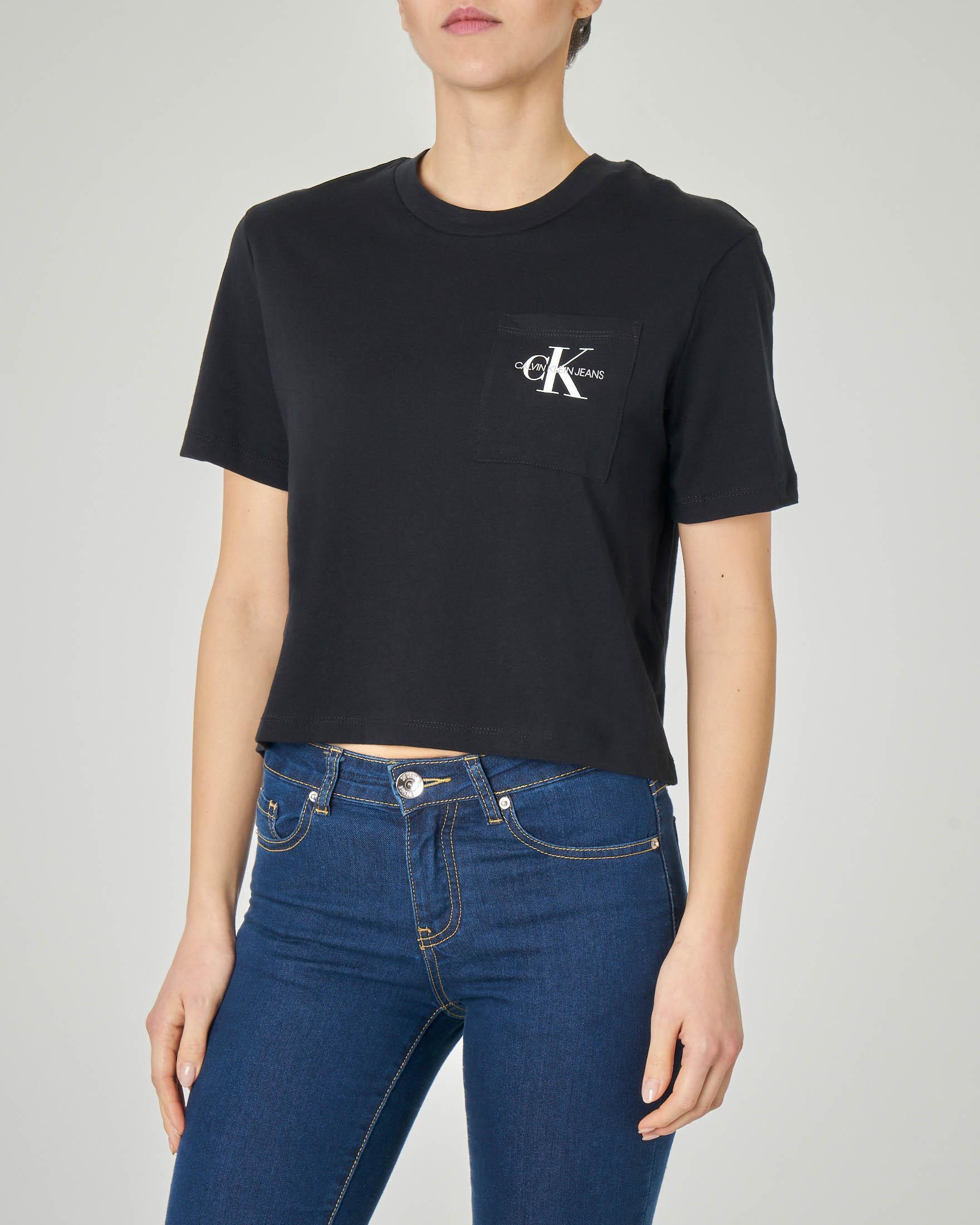 T-shirt nera cropped in cotone con logo