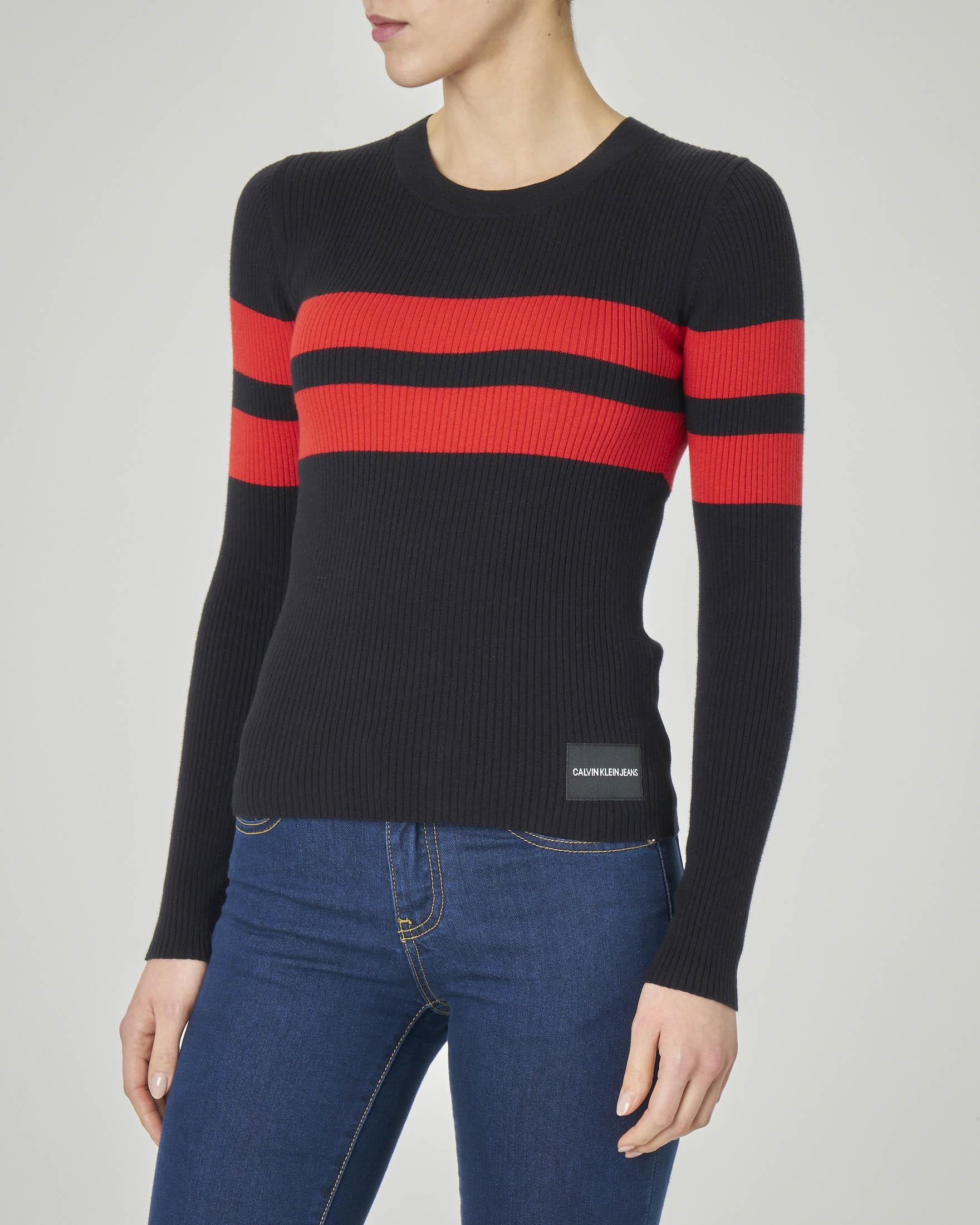 Maglia nera maniche lunghe a costine a righe rosse