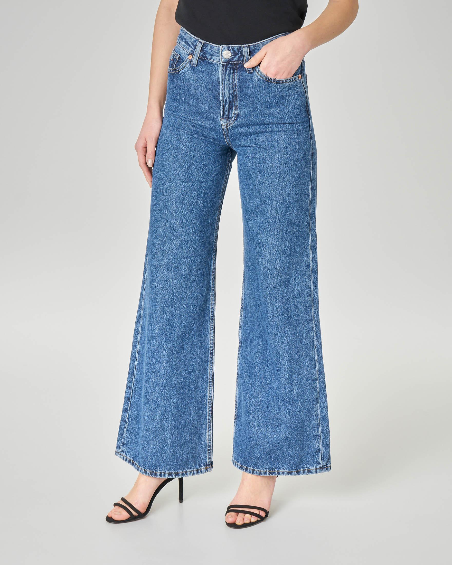 Flare jeans blu lavaggio stone washed a vita alta