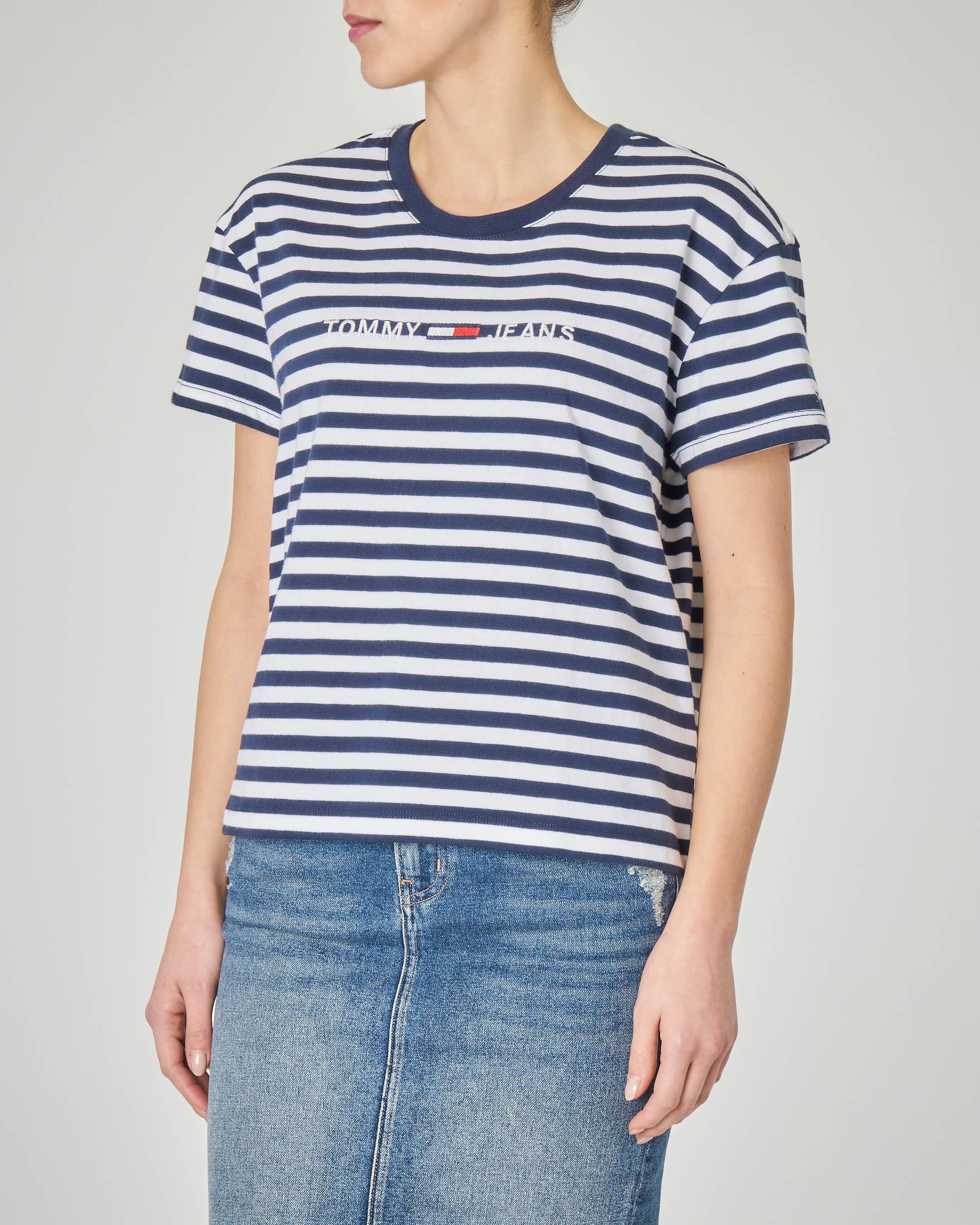 T-shirt a righe bianche e blu con logo ricamato