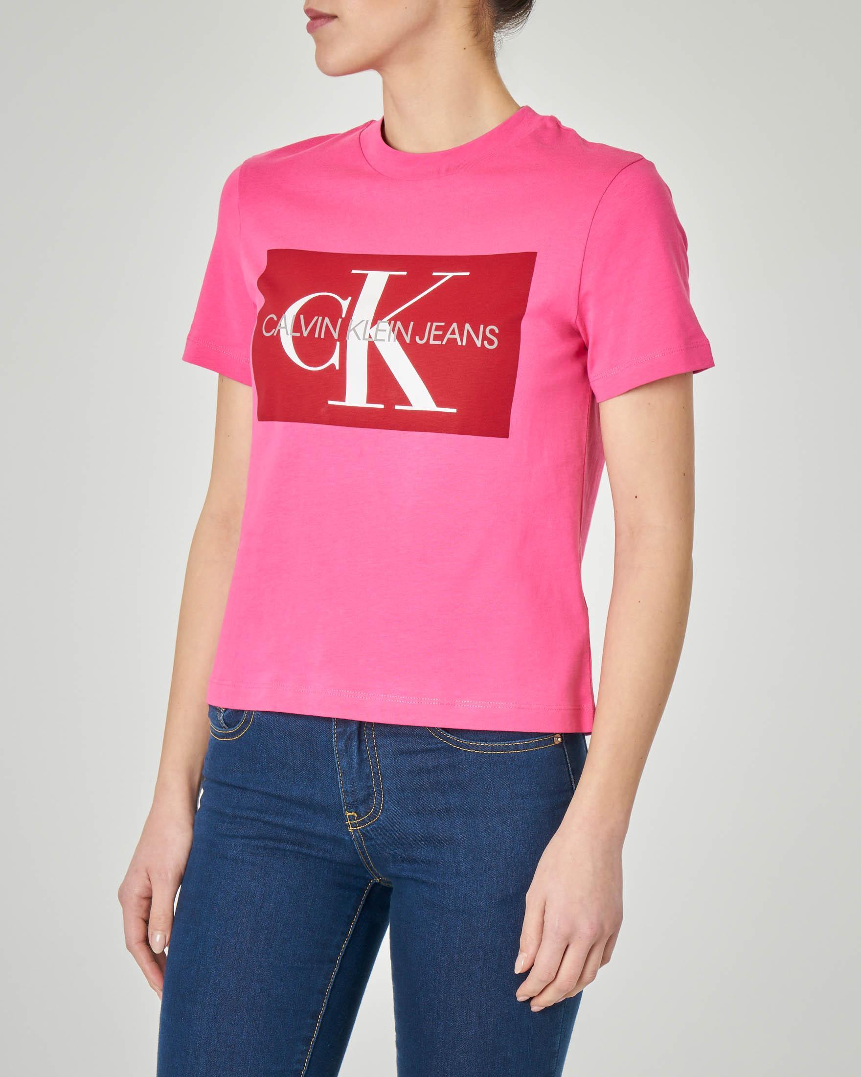 T-shirt fucsia maniche corte con logo a contrasto