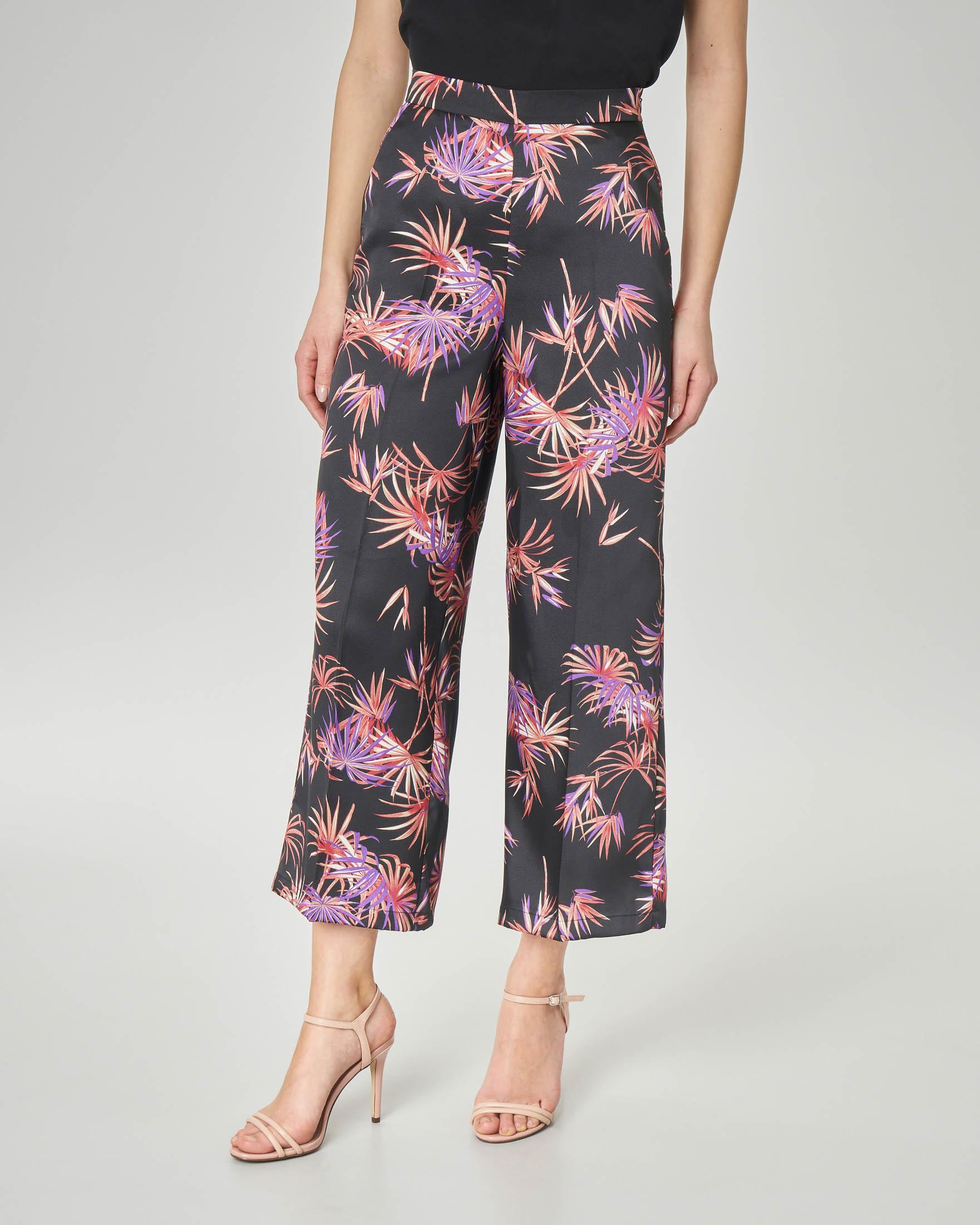 Pantaloni culotte neri a stampa foliage viola
