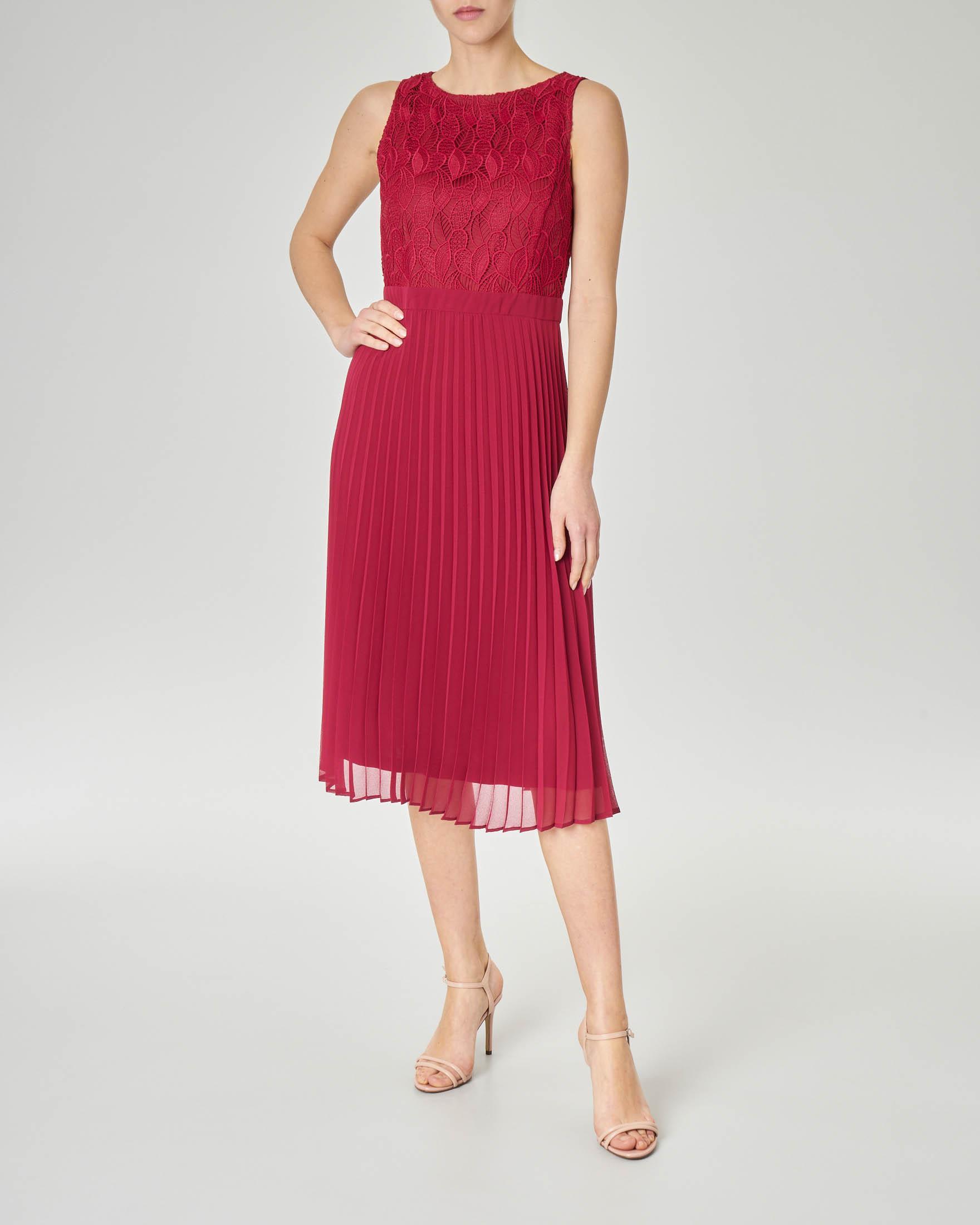 Abito color rubino midi senza maniche con gonna plissè e corpetto ricamato