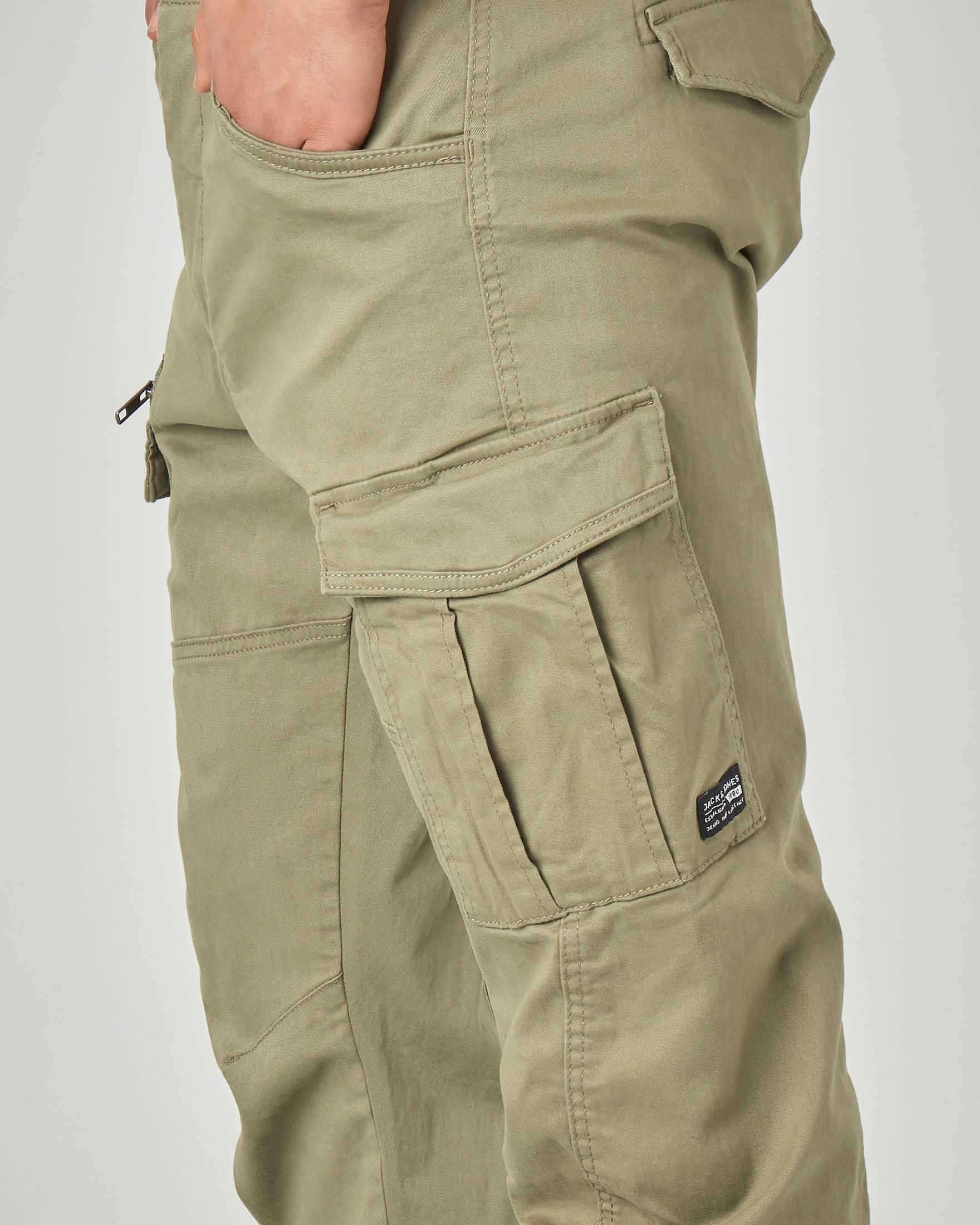 Pantaloni cargo verdi militare