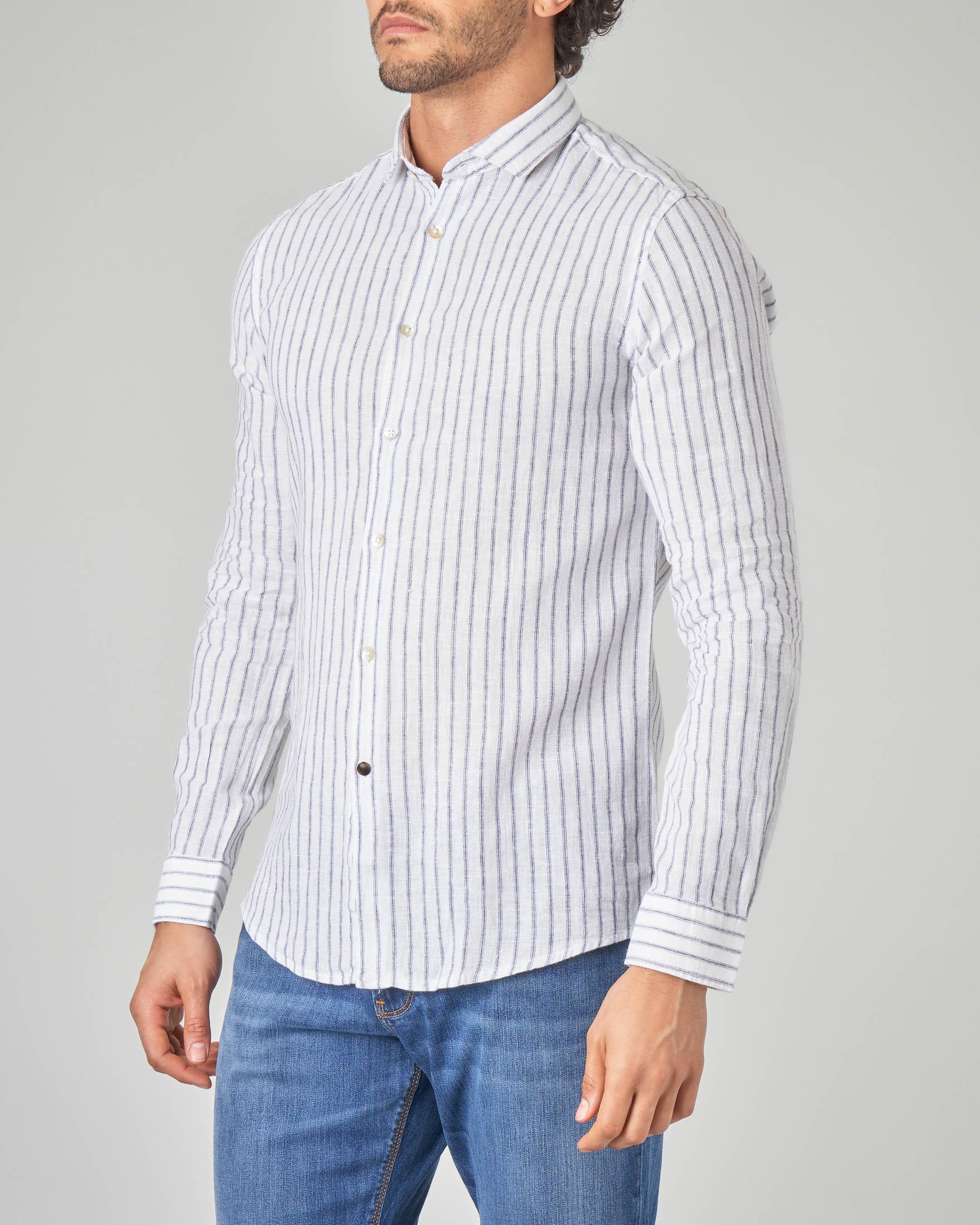 Camicia bianca a righe blu con collo francese