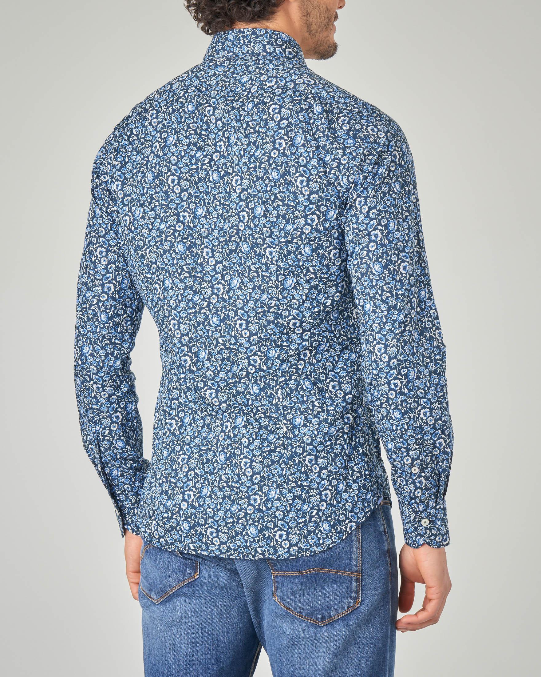 Camicia blu in fantasia a fiori