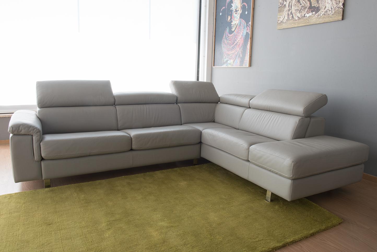 Offerta divano letto angolare in pelle 5 posti poggiatesta for Divano angolare
