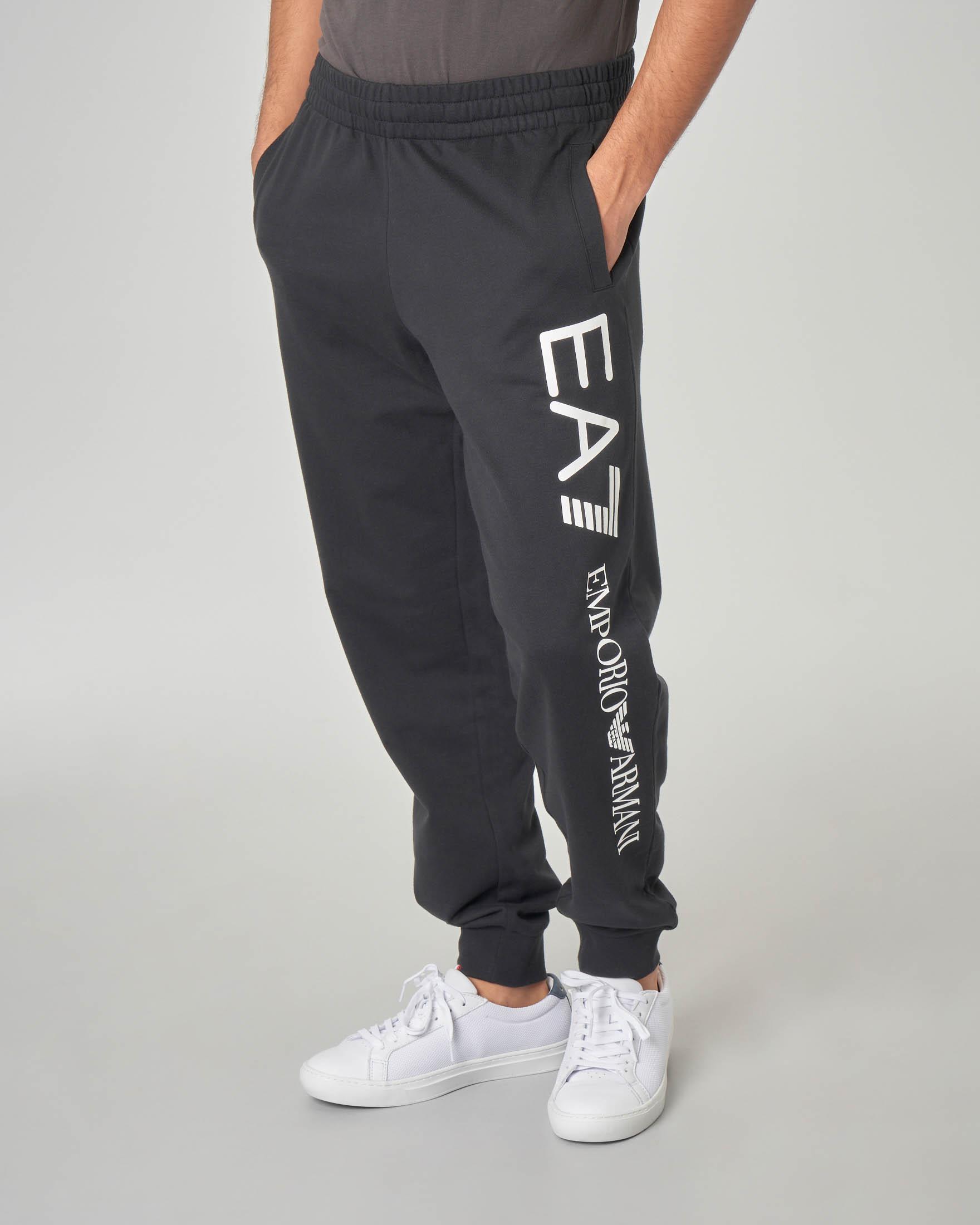Pantalone nero in felpa con maxi-logo