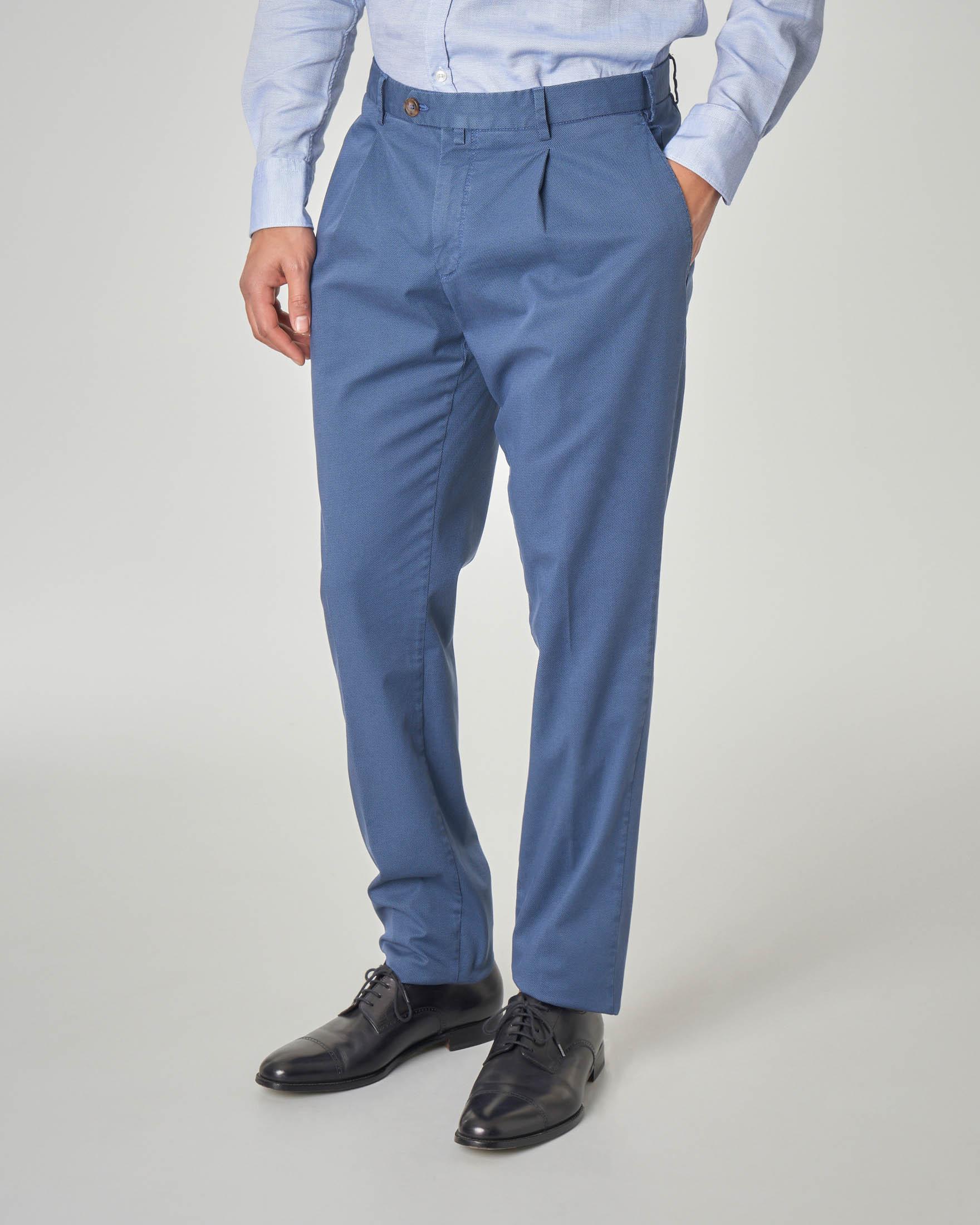 Pantalone blu indaco con una pinces