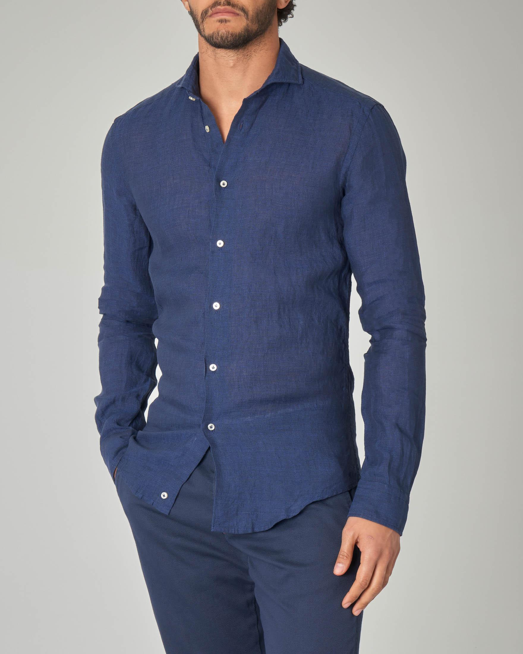 Camicia blu in lino con collo francese