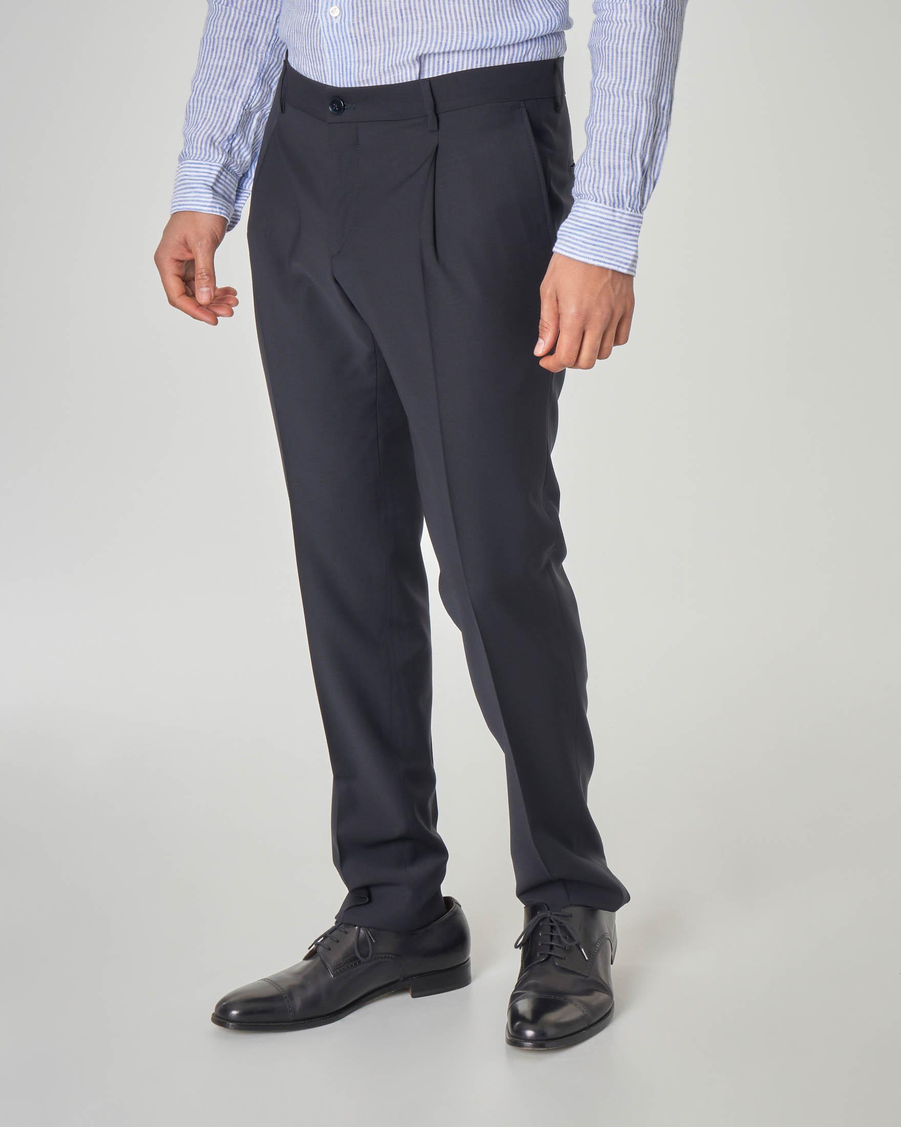 Pantalone blu in tela di lana con una pinces