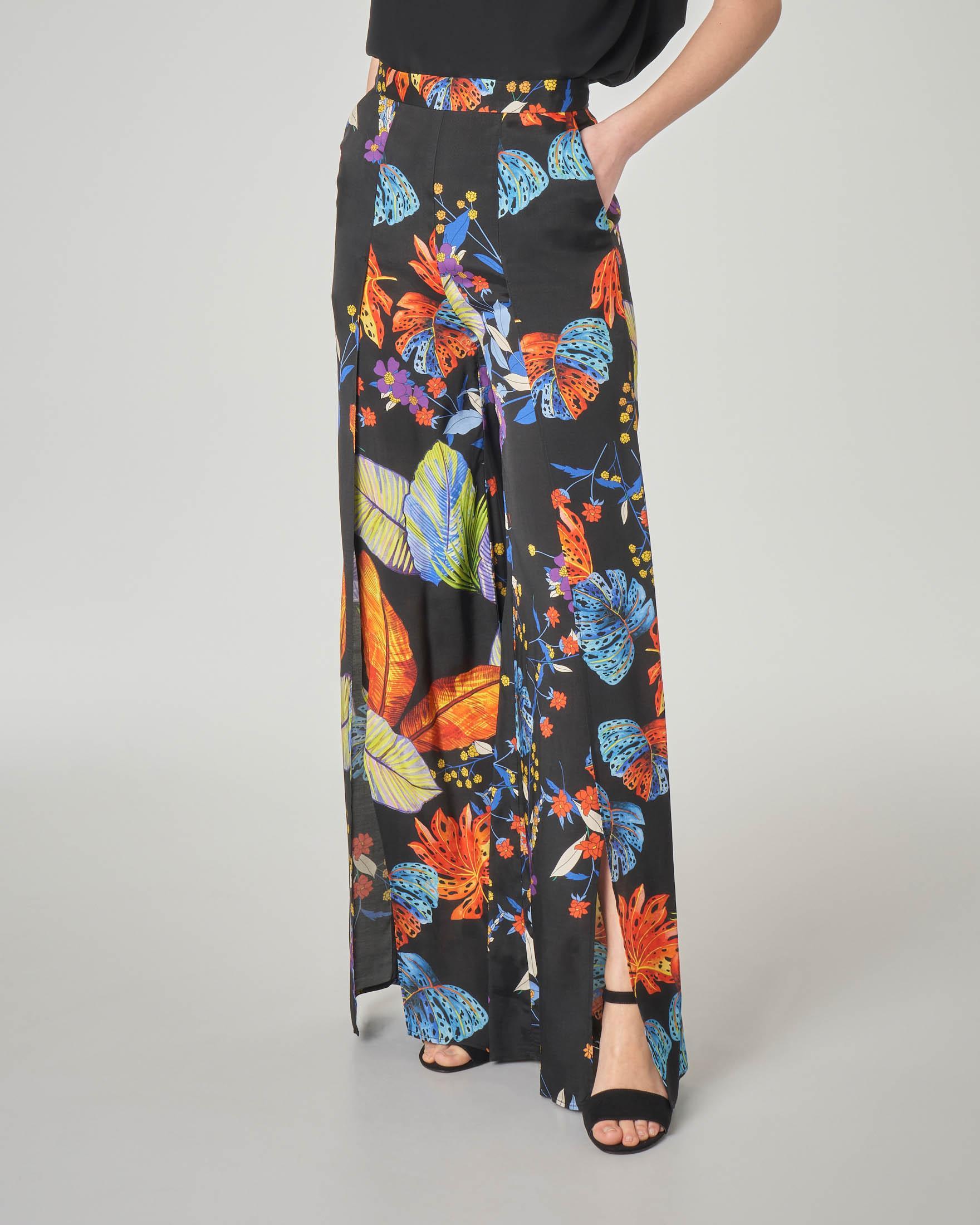 Pantalone palazzo nero in viscosa a fantasia floreale con spacchi laterali