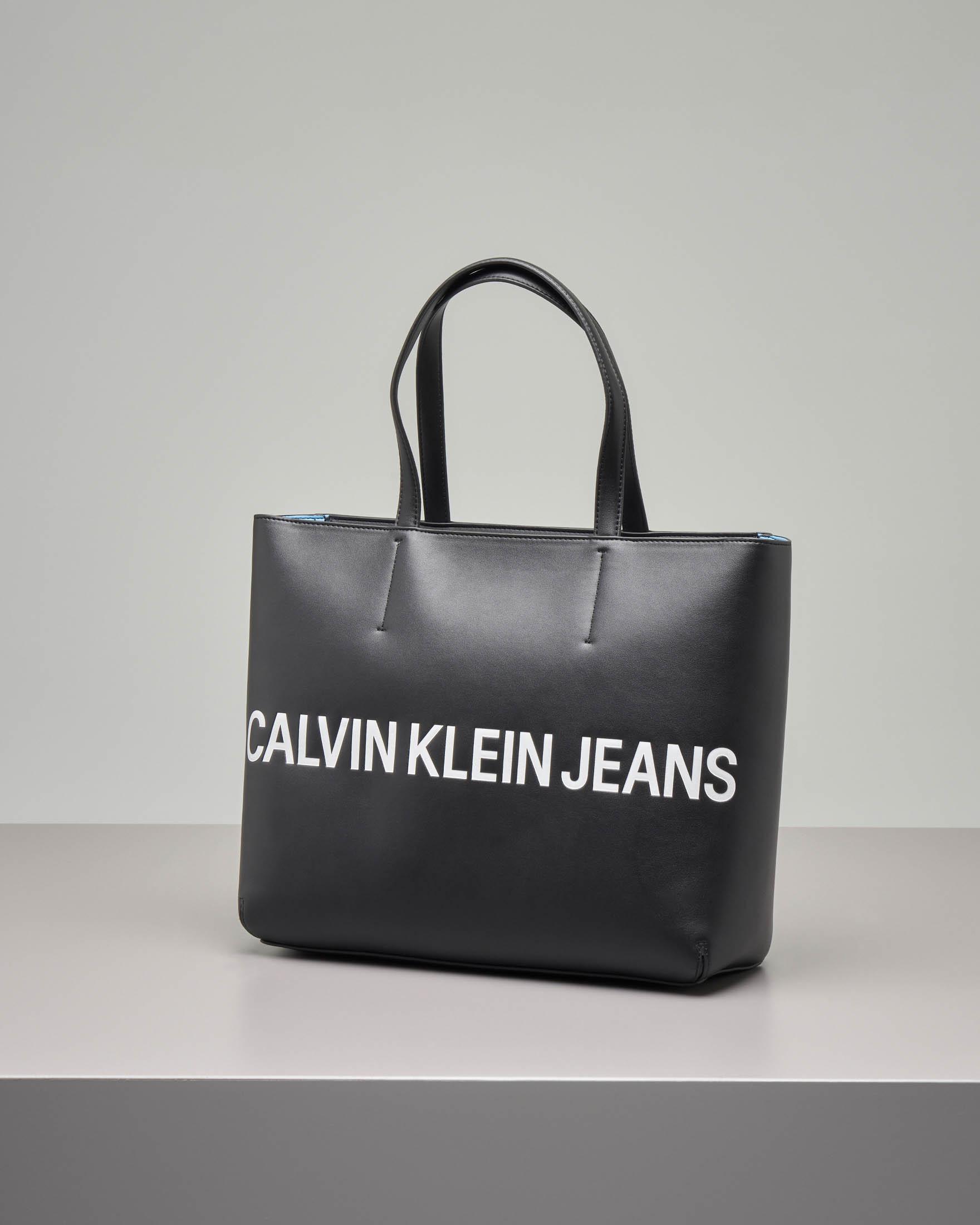 Shopping bag nera in ecopelle misura grande modello rigido con scritta logo bianca