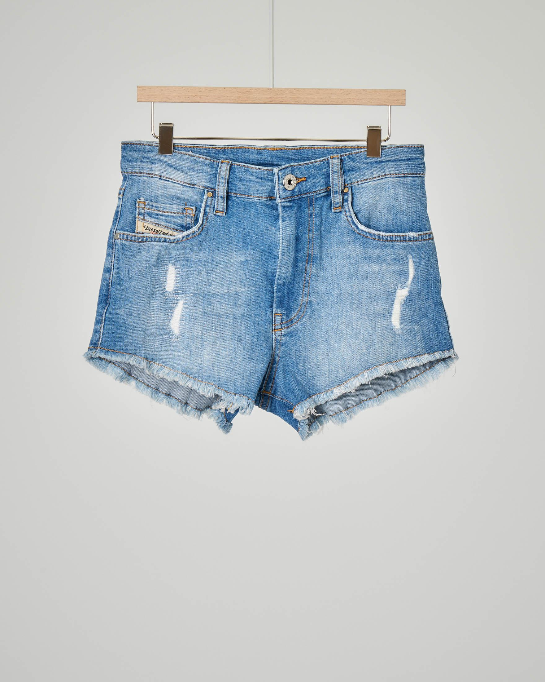 Short in denim con micro-abrasioni