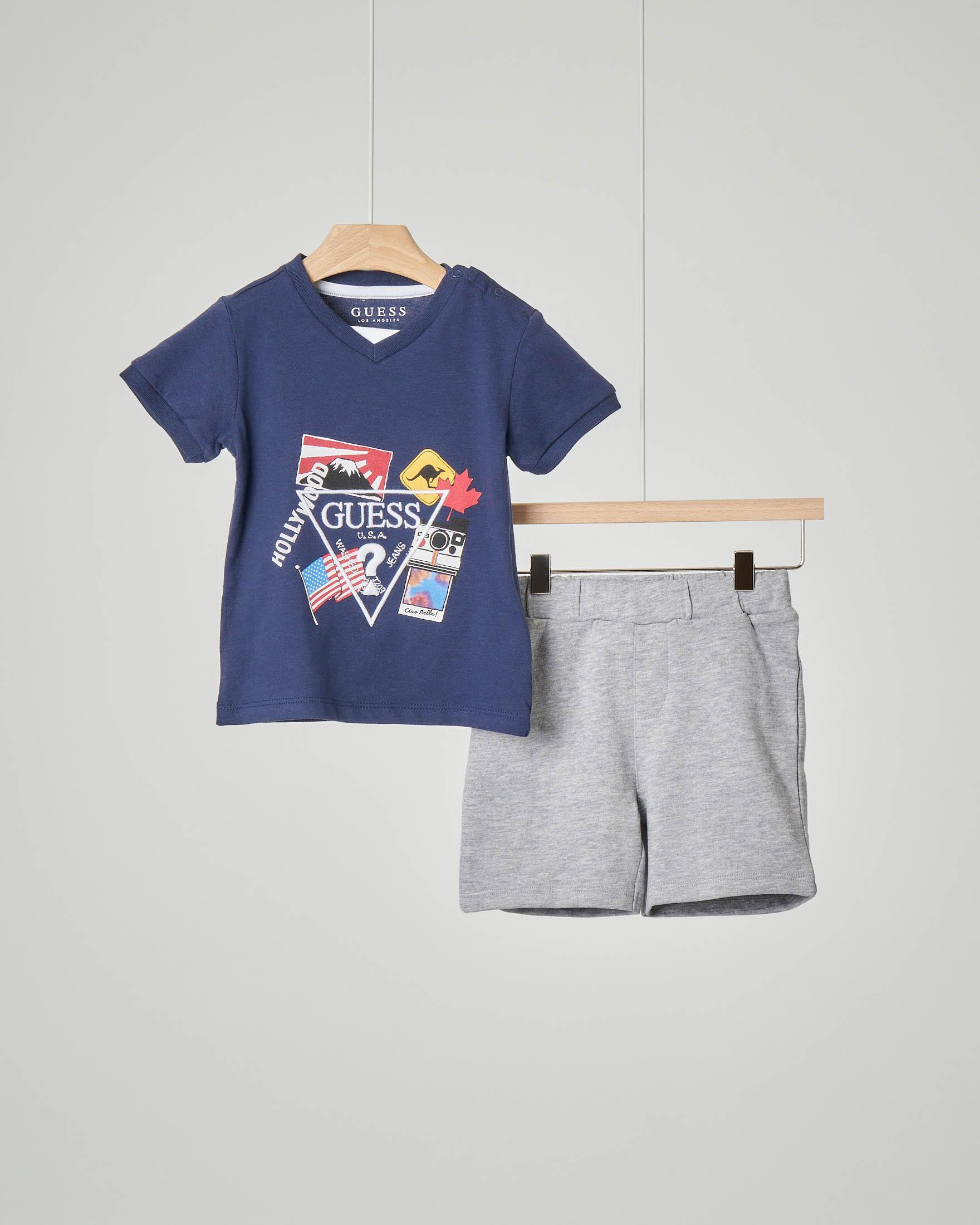 Completo t-shirt blu e bermuda grigio