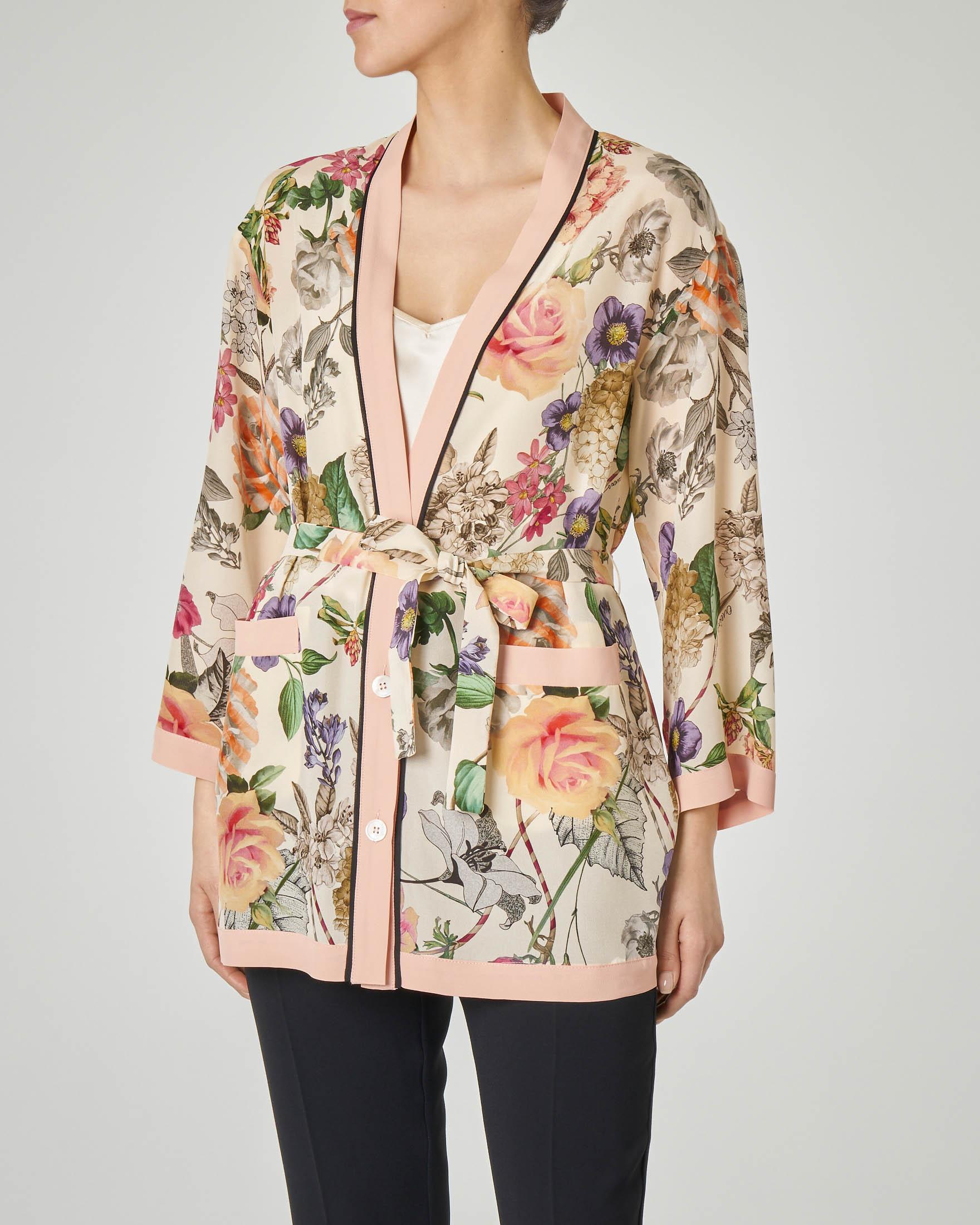 Casacca a kimono in seta beige a fantasia floreale con cintura in vita