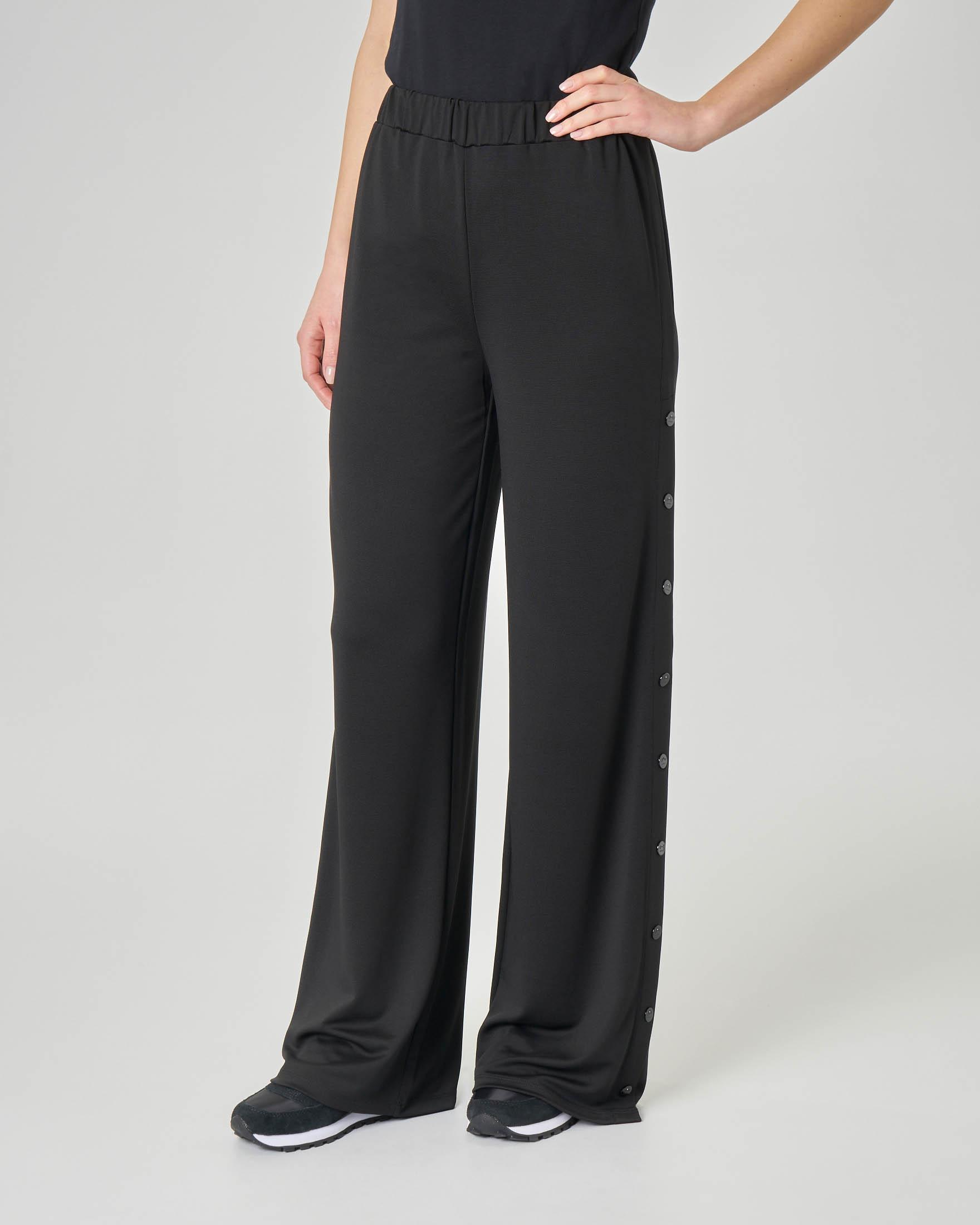 Pantaloni neri in viscosa elasticizzata con bottoni laterali