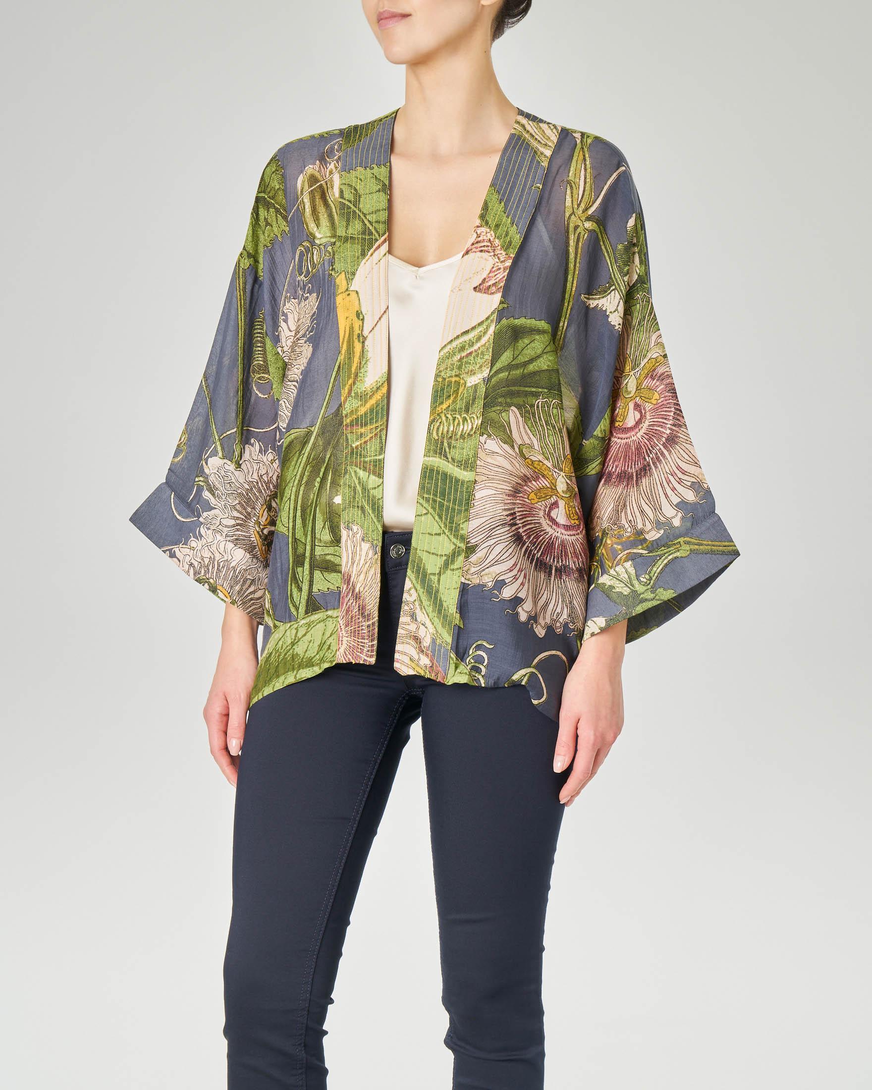 Kimono corto in viscosa misto modal bluette con stampa fiore della passione