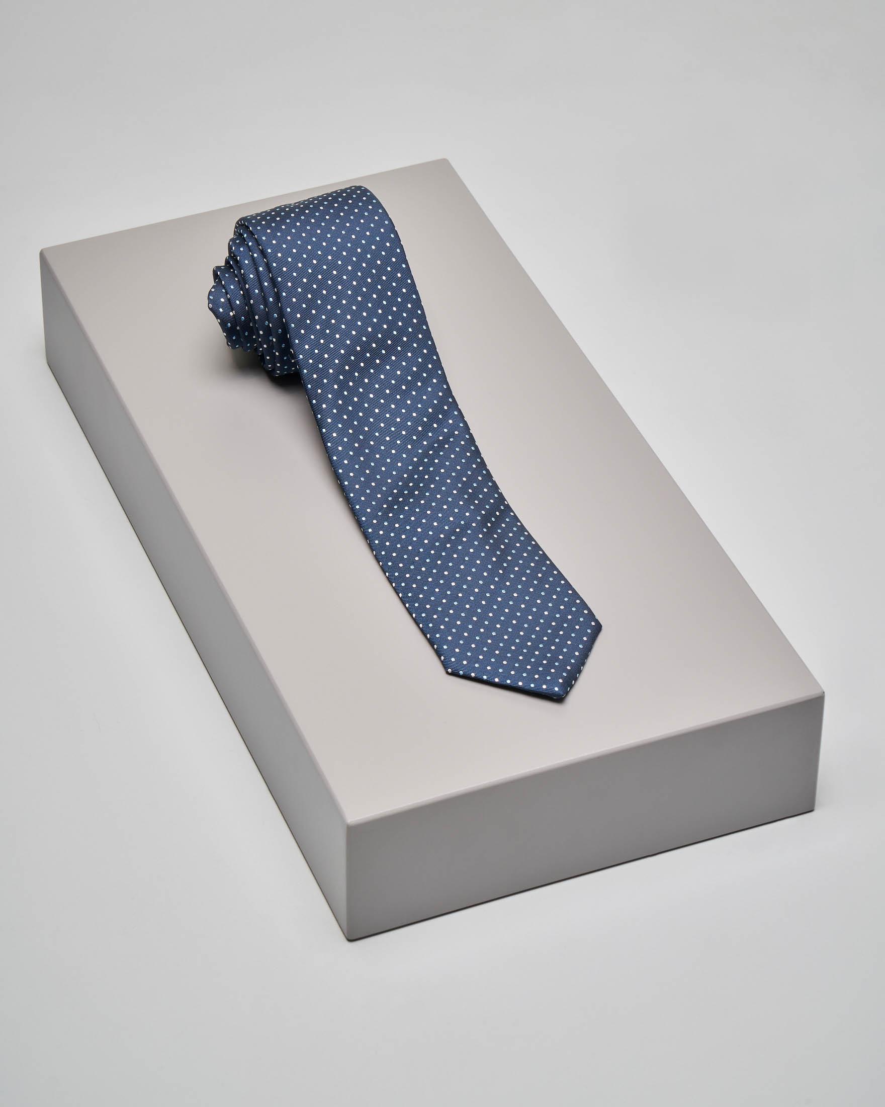 Cravatta blu con pois jacquard
