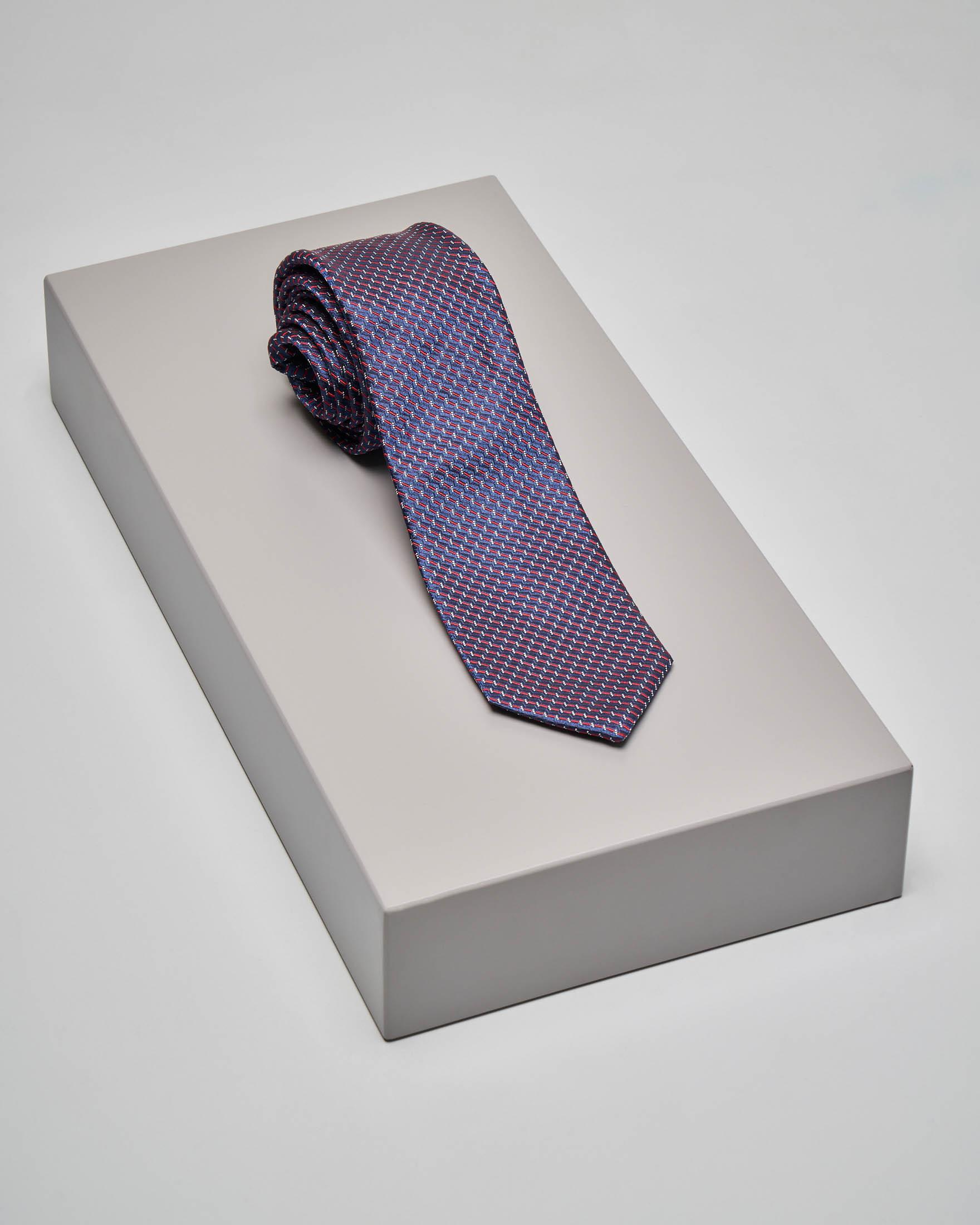 Cravatta blu con micro-disegno jacquard rosso