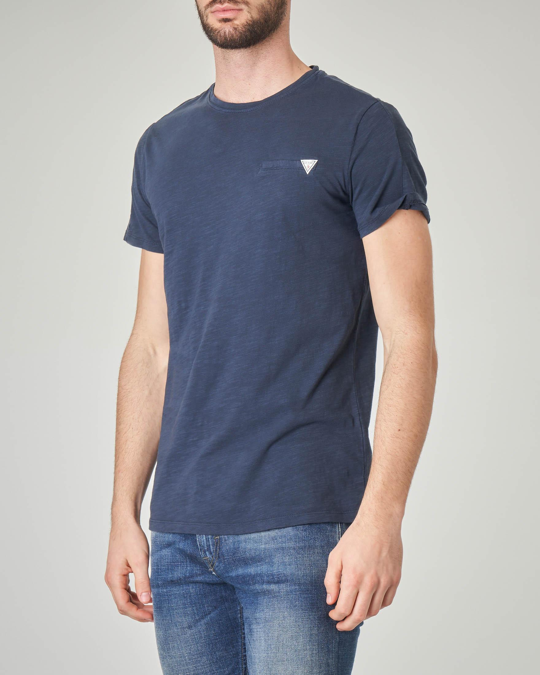 T-shirt blu in cotone fiammato con finto taschino
