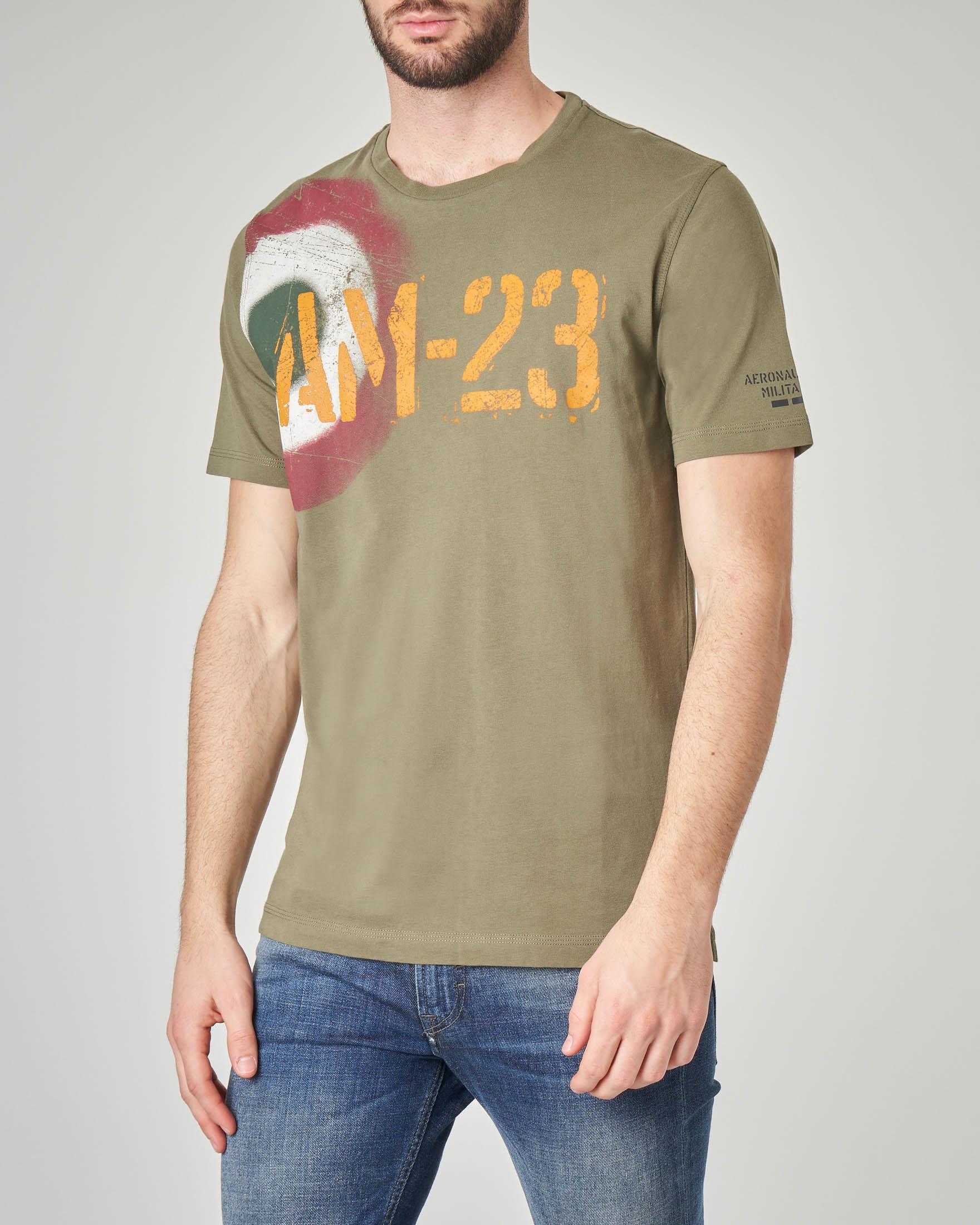T-shirt verde militare con stampa coccarda