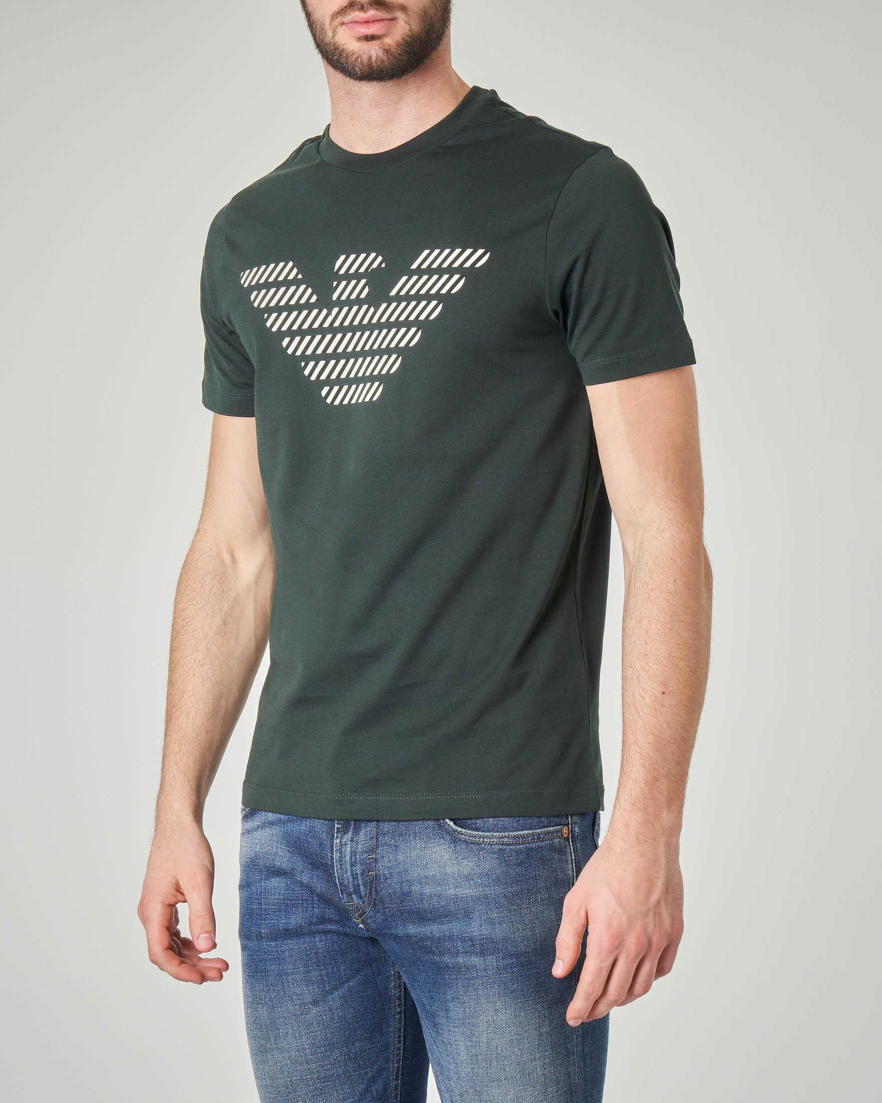 T-shirt verde scuro con logo aquila riempito a righe diagonali