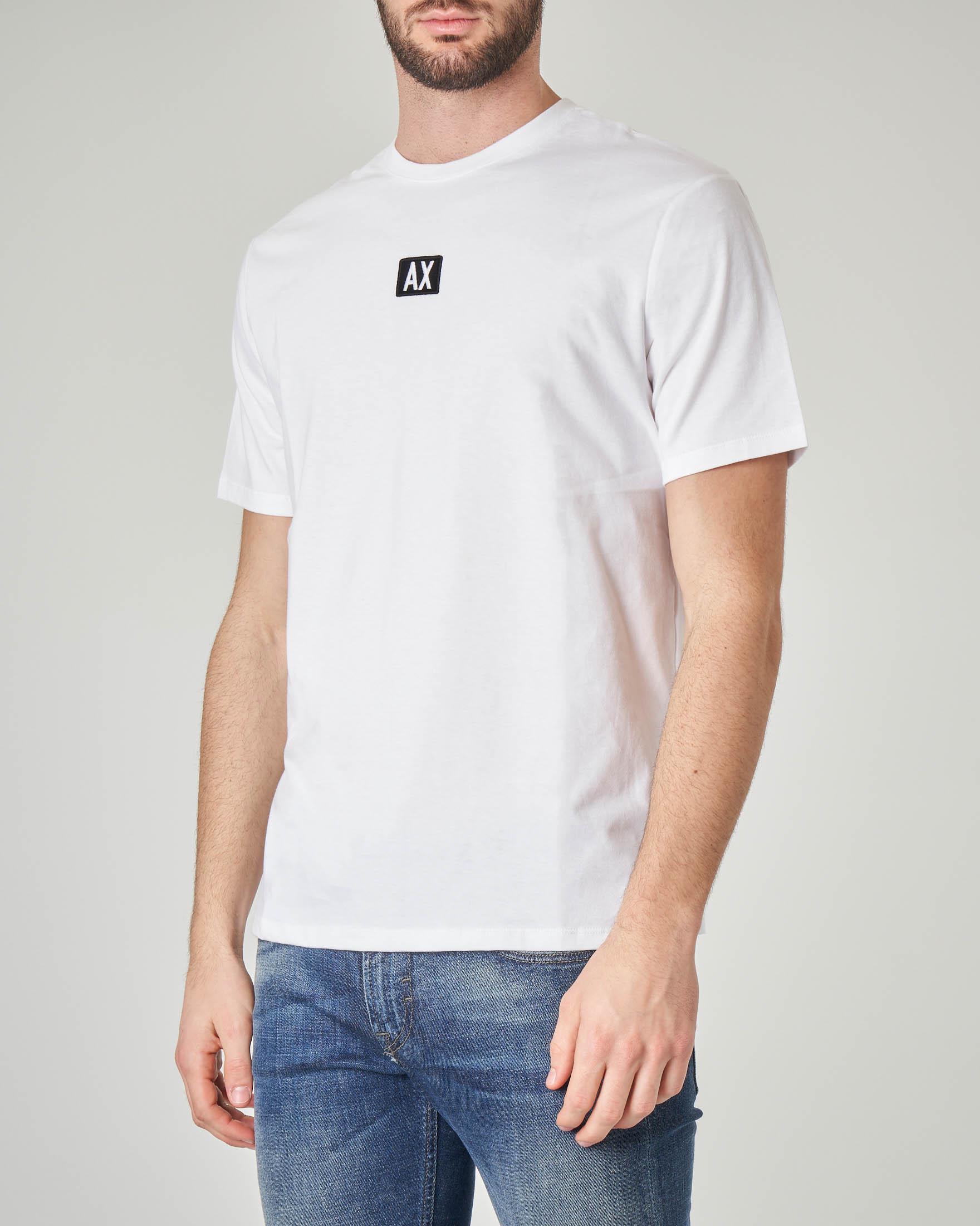 T-shirt bianca con logo piccolo ricamato davanti e scritta sul retro