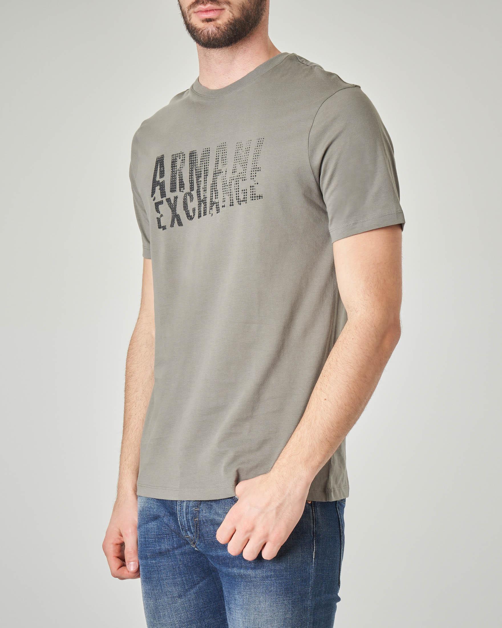 T-shirt verde militare con logo sul fronte e sul retro